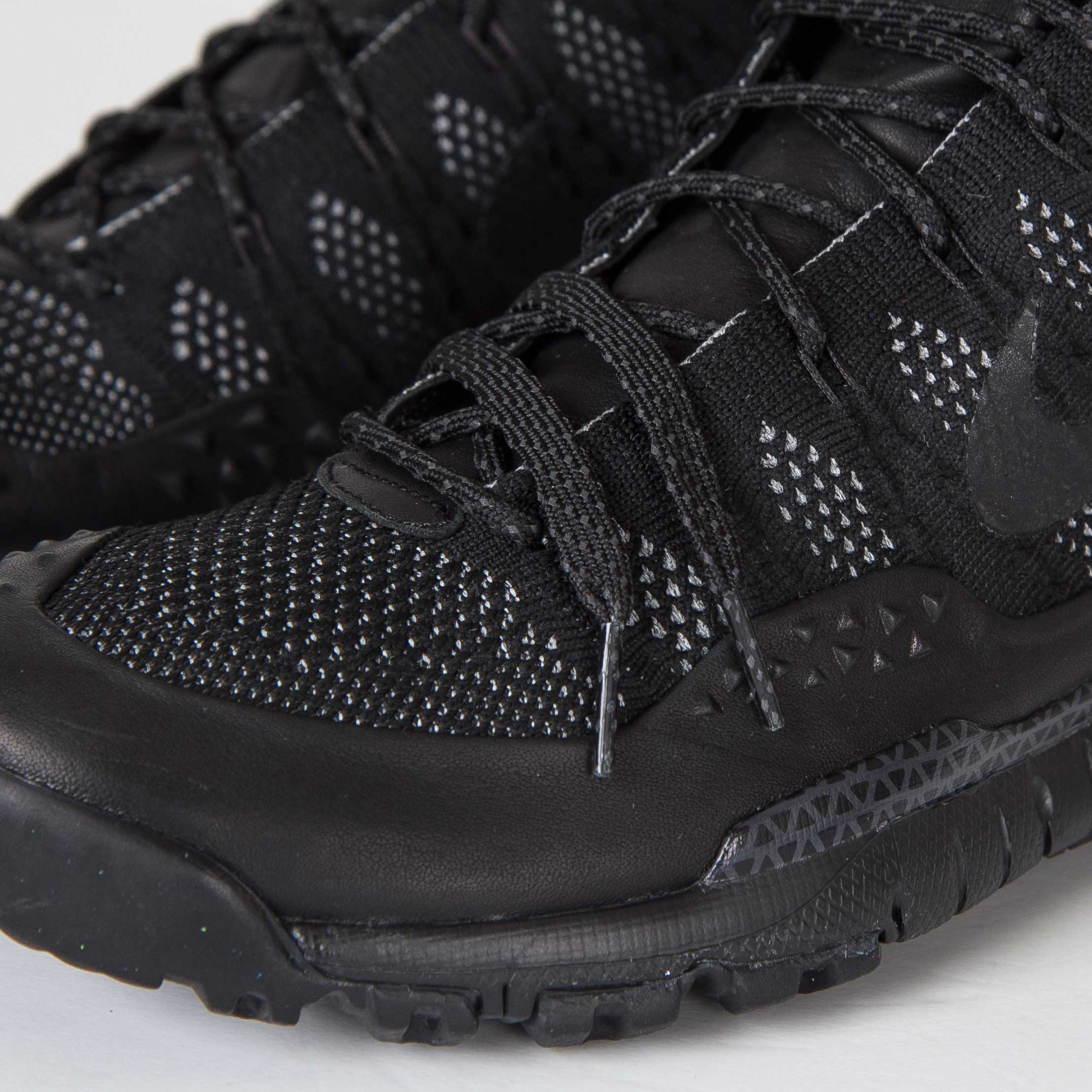 reputable site ceb30 25bfa Nike Lupinek Flyknit ACG - 826077-001 - Sneakersnstuff   sneakers    streetwear online since 1999