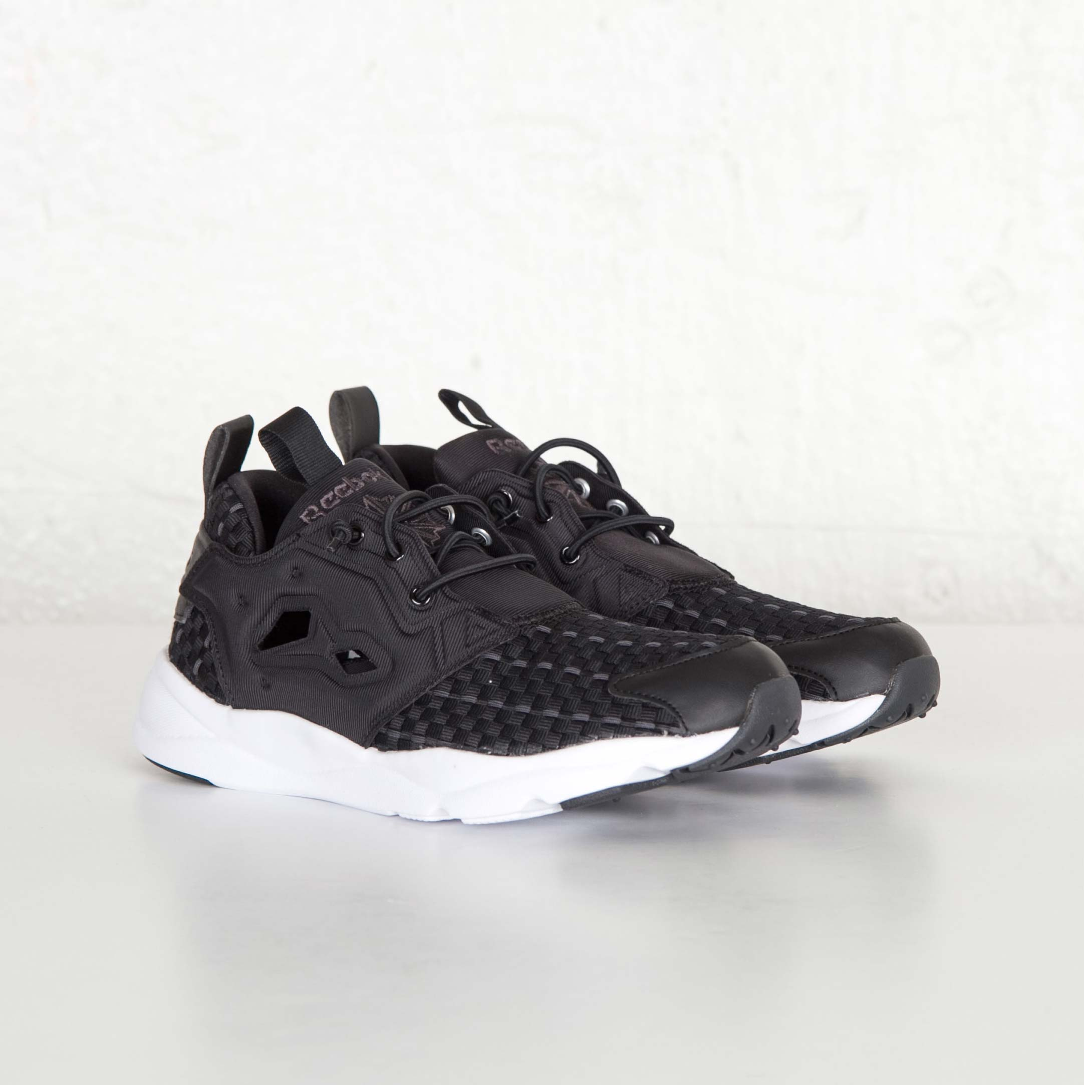 e02de401a877d0 Reebok Furylite New Woven - V70798 - Sneakersnstuff