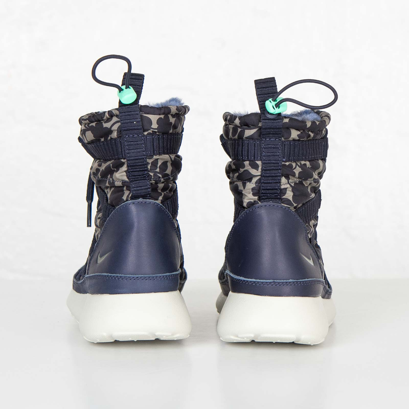 Céntrico Turismo Gasto  Nike W Roshe One Hi Lib QS - 821776-400 - Sneakersnstuff | sneakers &  streetwear online since 1999