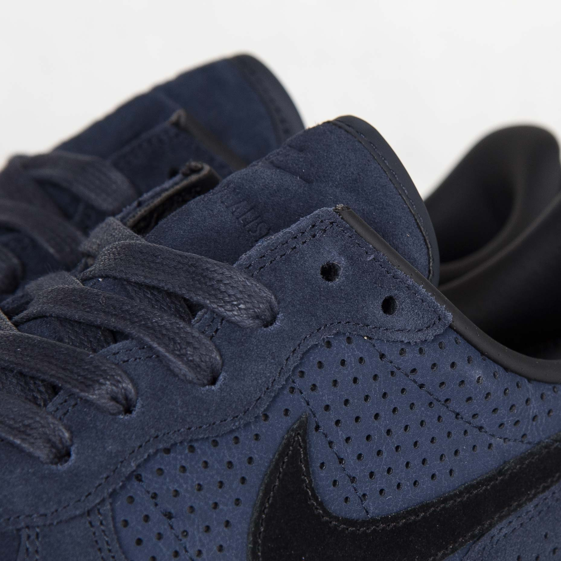 newest 9942c 57337 Nike Internationalist LX - 6. Close