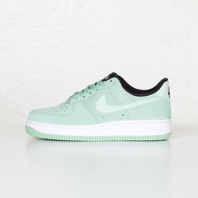 Nike W Air Force 1 07 Seasonal - 4