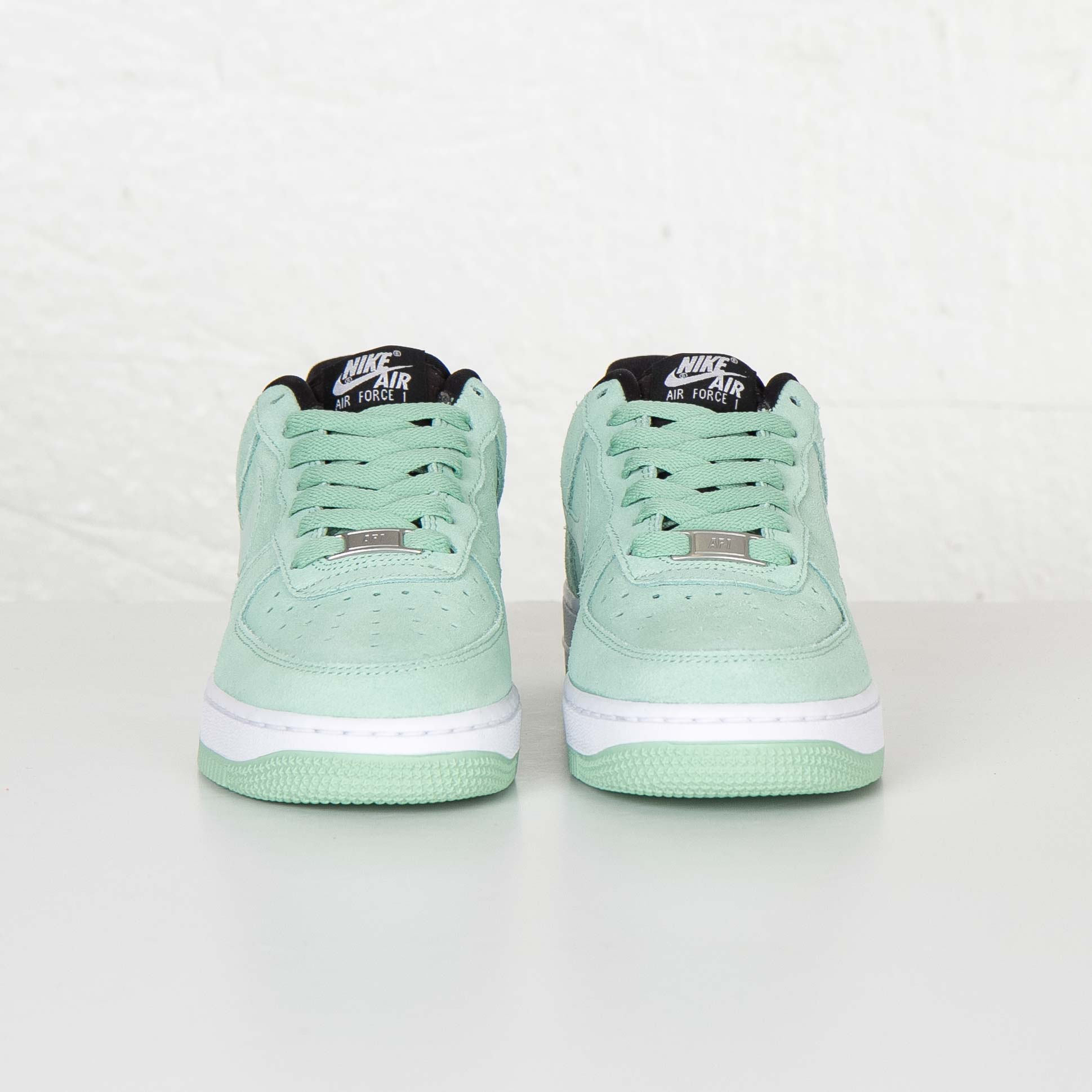 Nike W Air Force 1 07 Seasonal 818594 300 Sneakersnstuff