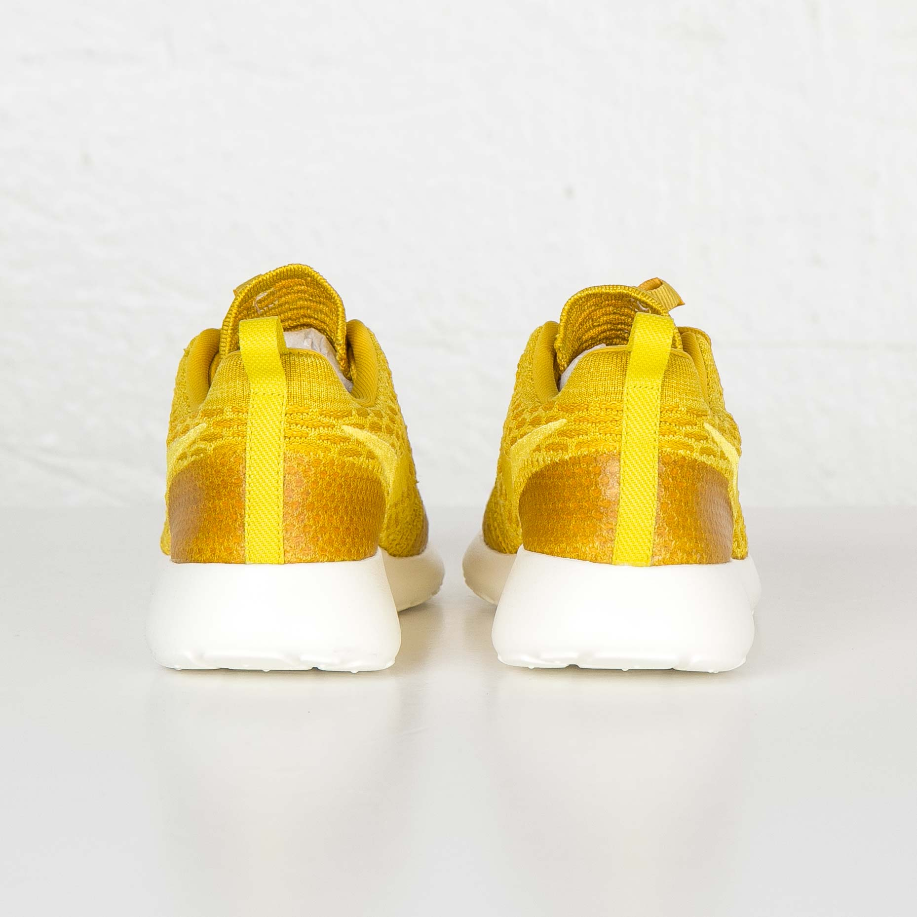 new product cdf6c 33bb9 Nike Wmns Roshe One Flyknit - 6. Close