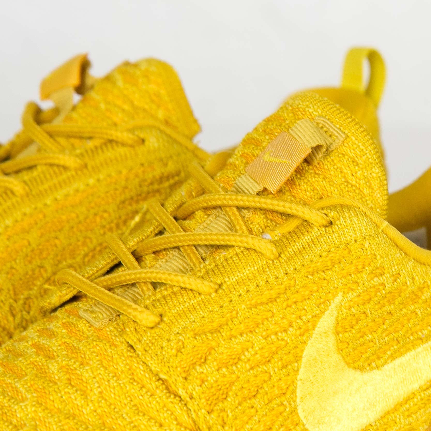 separation shoes 9286d 852b3 Nike Wmns Roshe One Flyknit - 704927-701 - Sneakersnstuff   sneakers    streetwear online since 1999