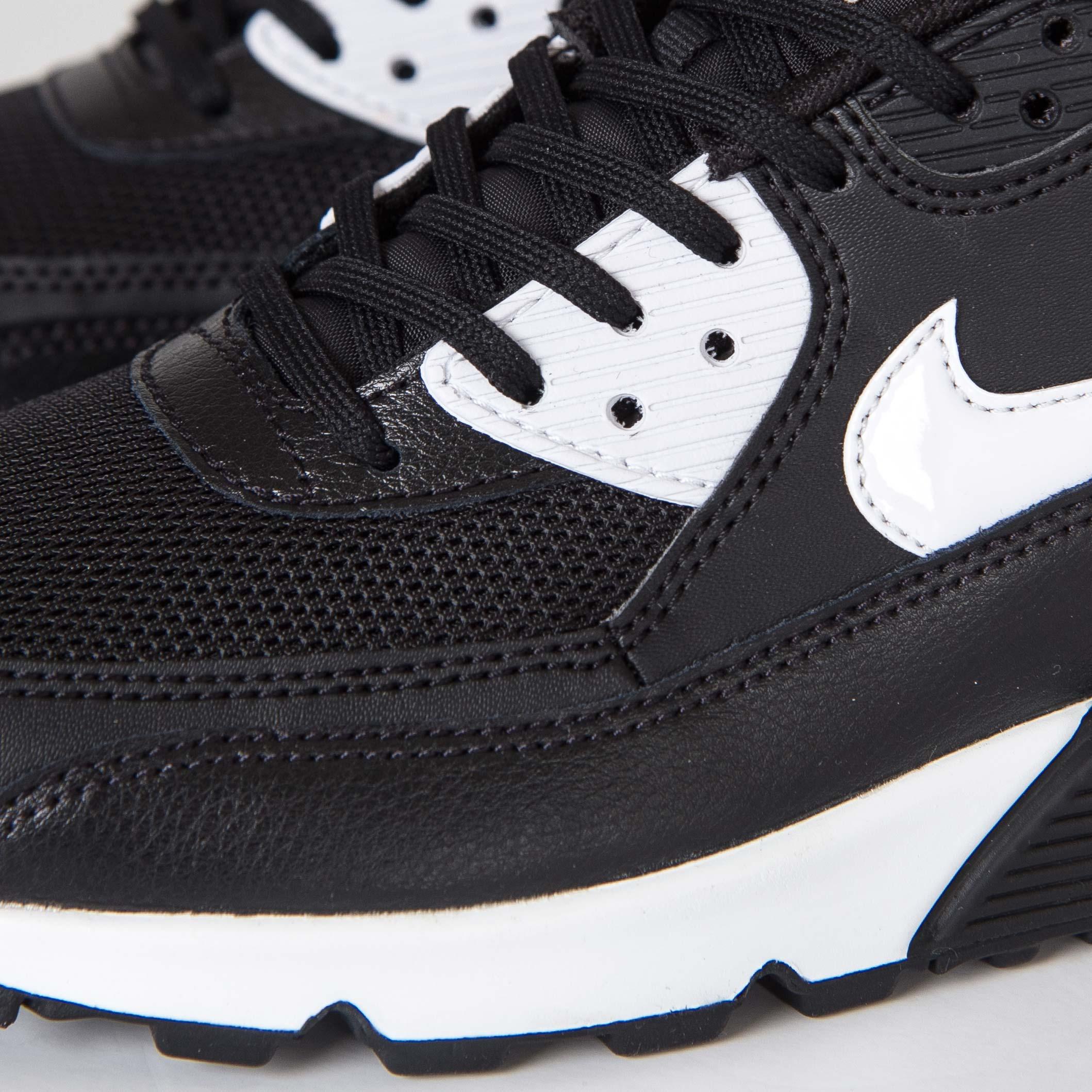 cheaper 01818 9dfe2 ... Nike Wmns Air Max 90 Essential