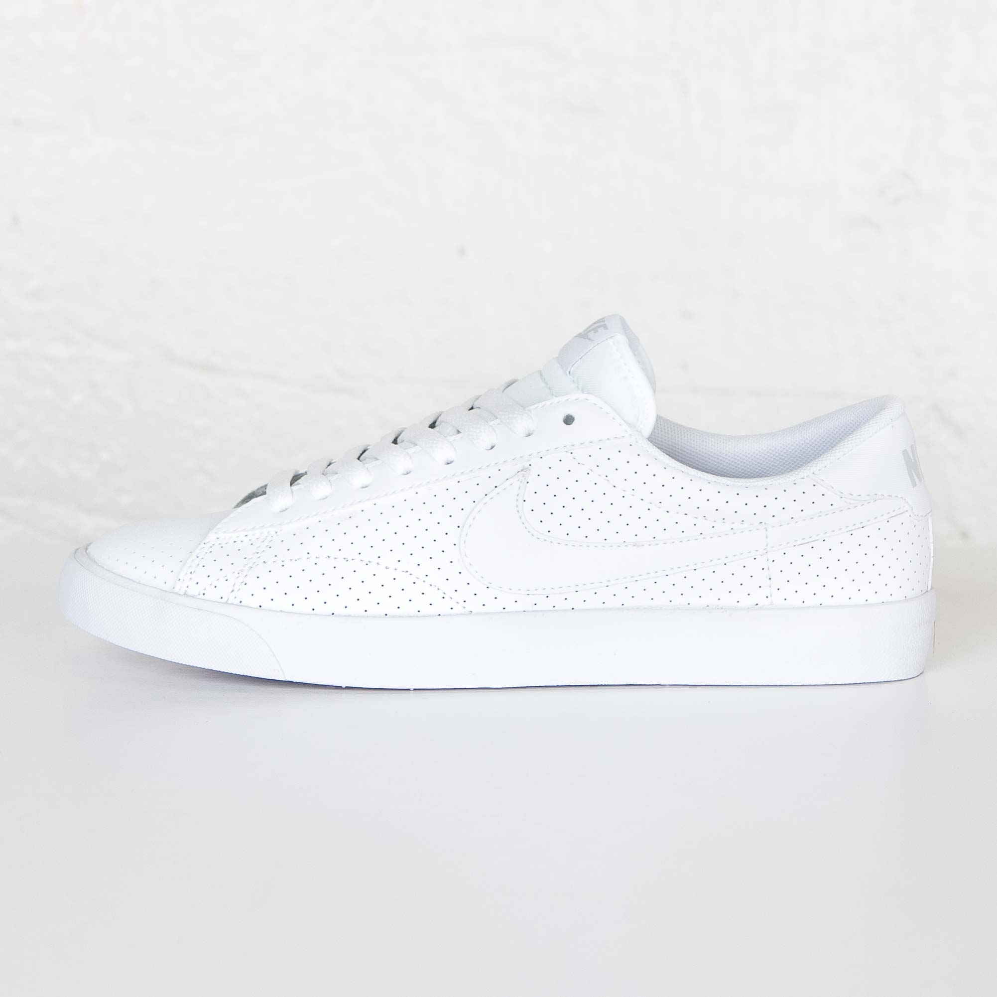 Nike Tennis Classic AC ND - 377812-118 - Sneakersnstuff  593d164323