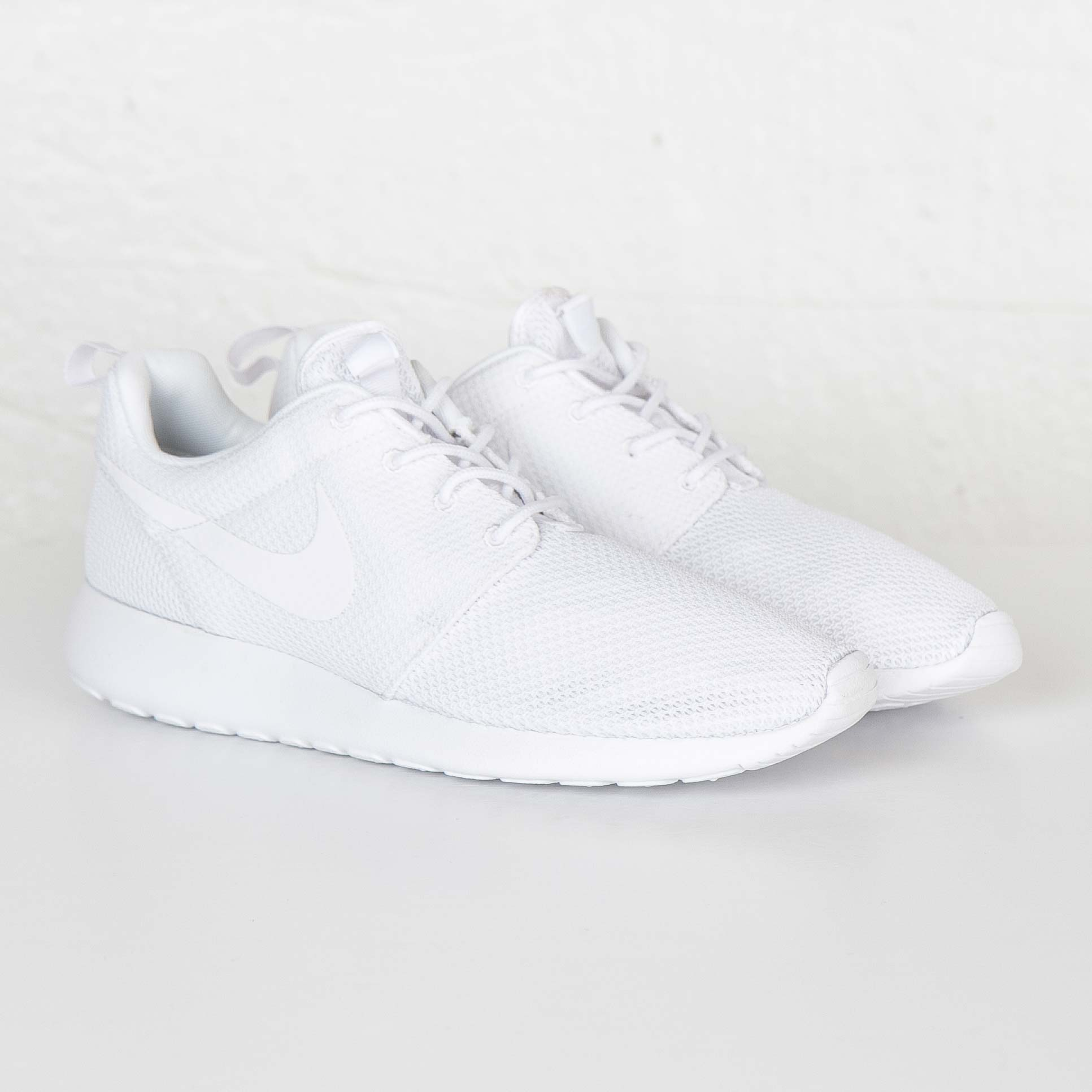 new style d25f3 9e3bd Nike Roshe One - 511881-112 - Sneakersnstuff  sneakers  stre