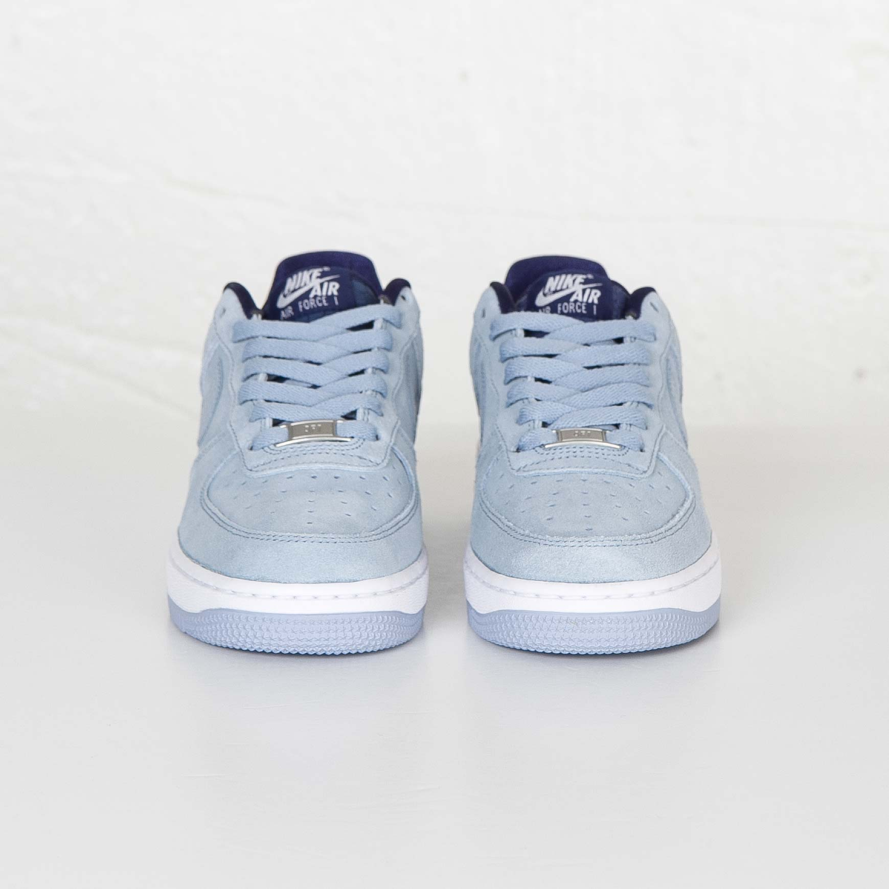 Favor Literatura Vago  Nike W Air Force 1 07 Seasonal - 818594-400 - Sneakersnstuff ...