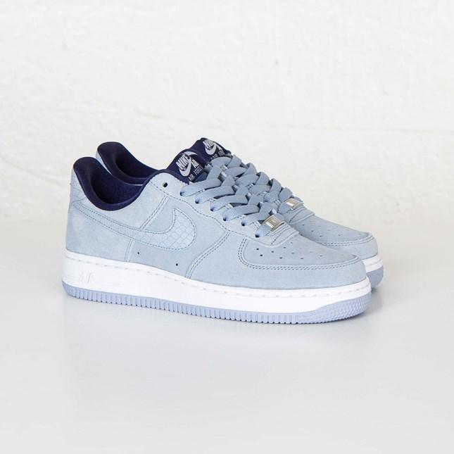Nike W Air Force 1 07 Seasonal 818594 400 Sneakersnstuff
