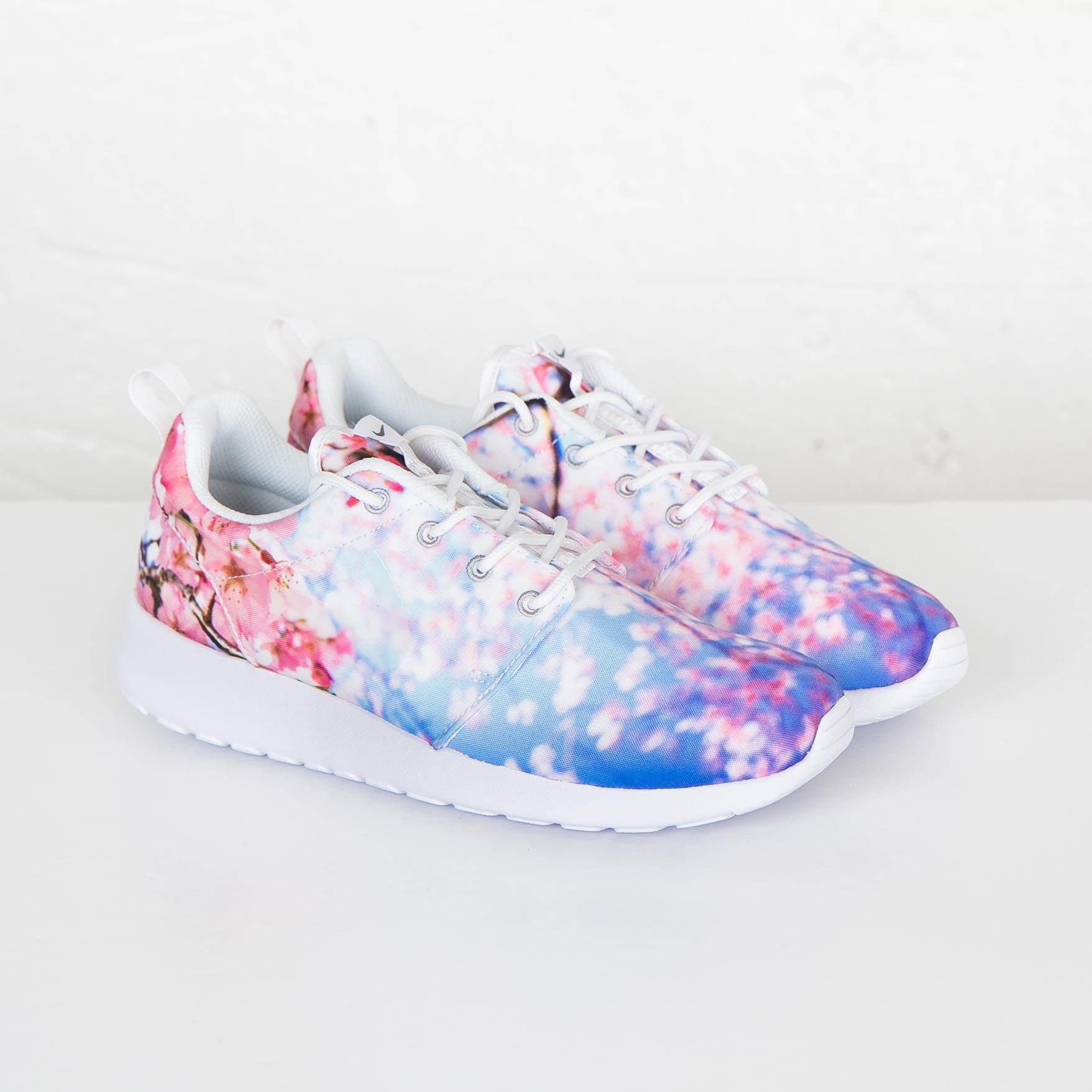 Nike Wmns Roshe One Cherry Blossom White Pure Platinum Women's Running Shoes 819960 100