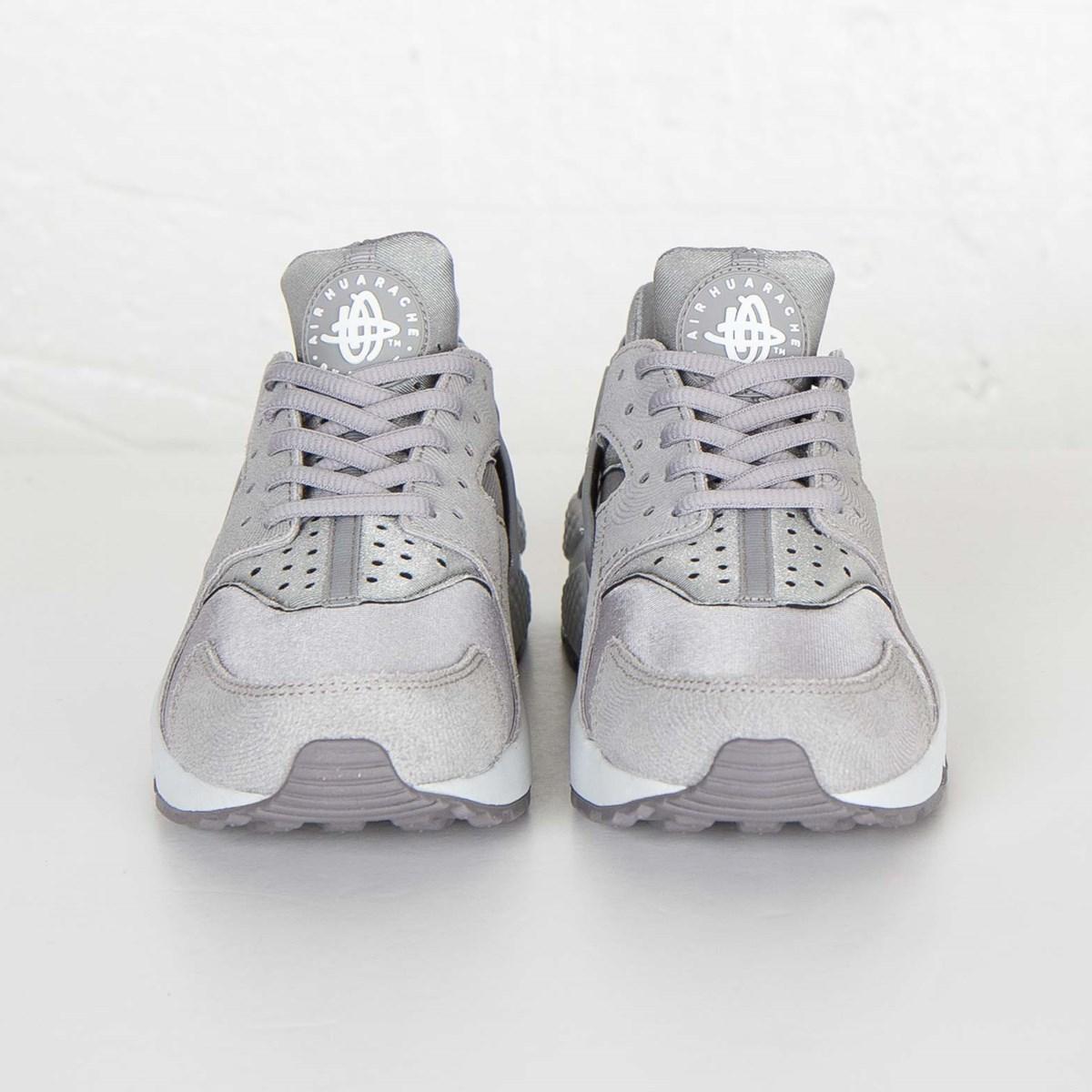 new arrival 09b56 89ac4 Nike W Huarache Run Premium Suede - 833145-002 - Sneakersnstuff   sneakers    streetwear online since 1999