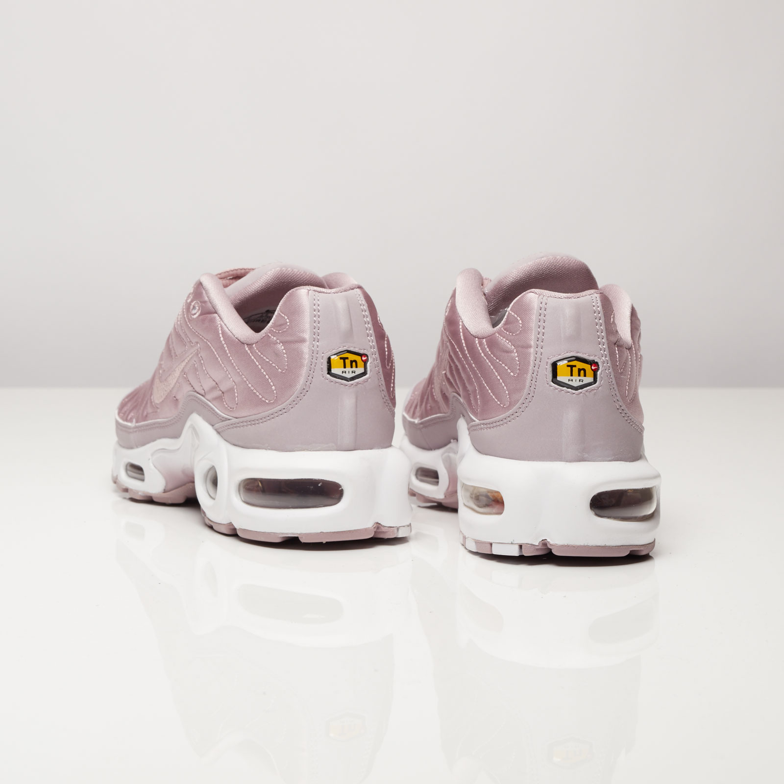2332773c90 Nike Wmns Air Max Plus SE - 830768-551 - Sneakersnstuff | sneakers &  streetwear online since 1999