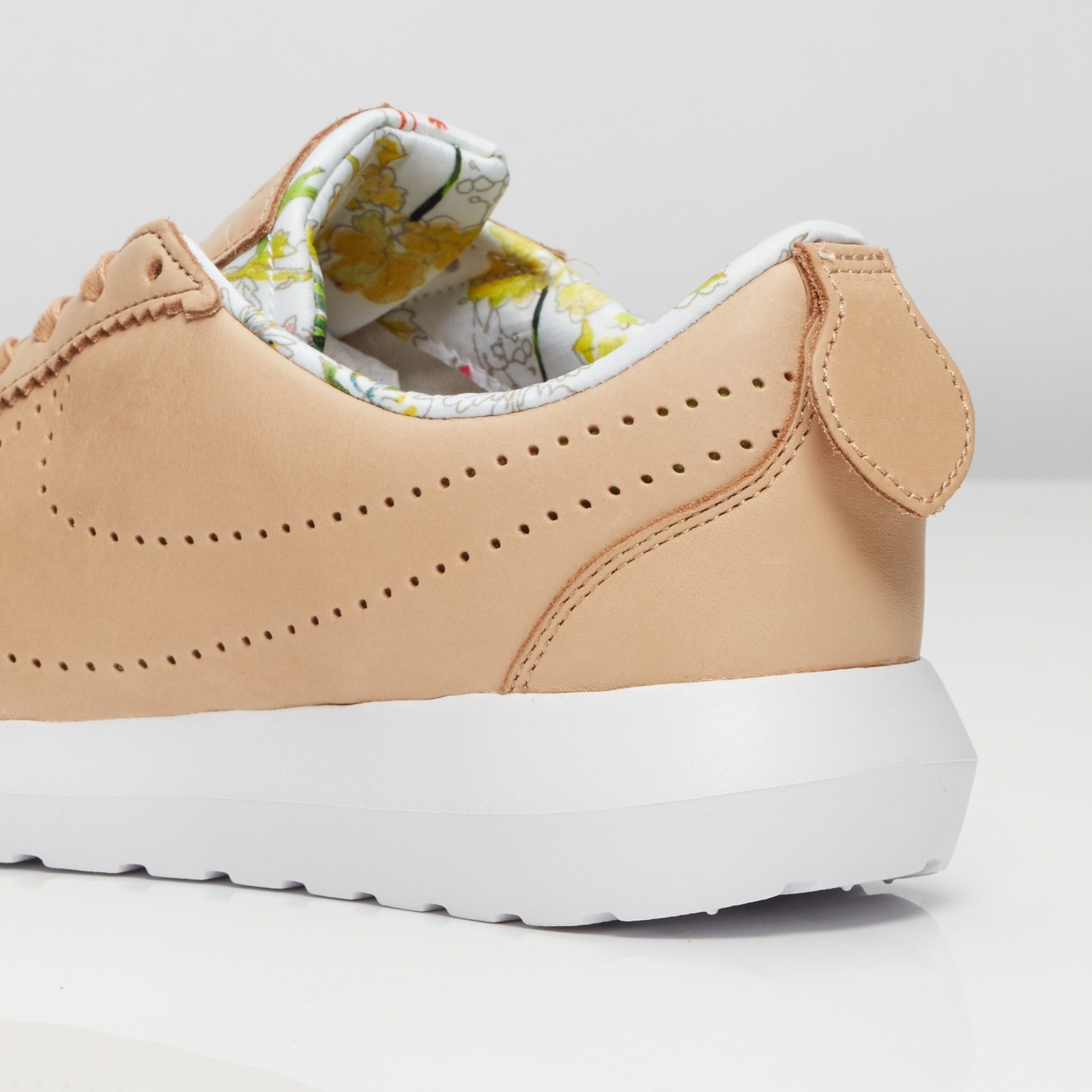 a1bb1347f5e4 Nike W Roshe Cortez NM LIB QS - 843847-200 - Sneakersnstuff ...