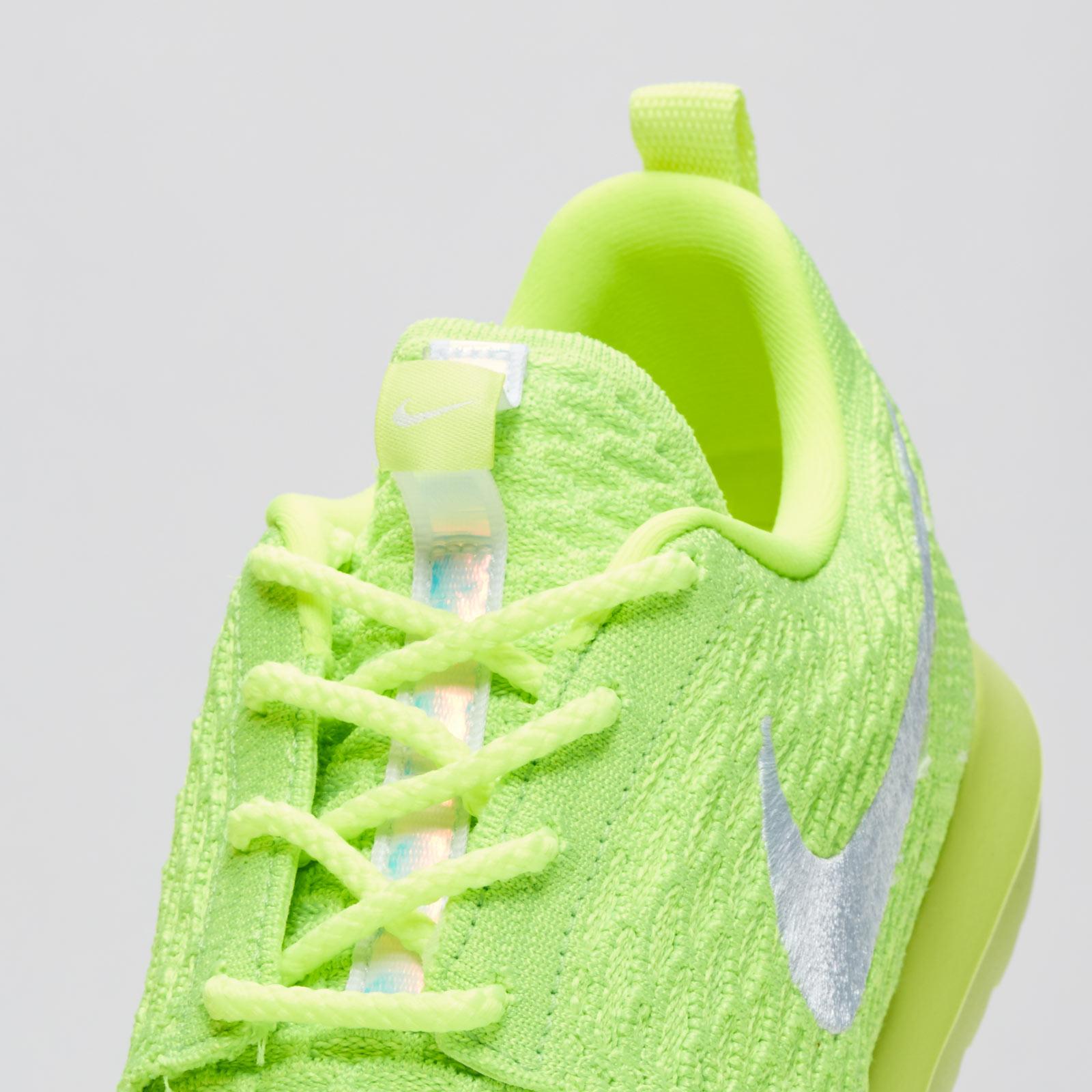fd3ed20bc898 Nike Roshe NM Flyknit - 677243-701 - Sneakersnstuff