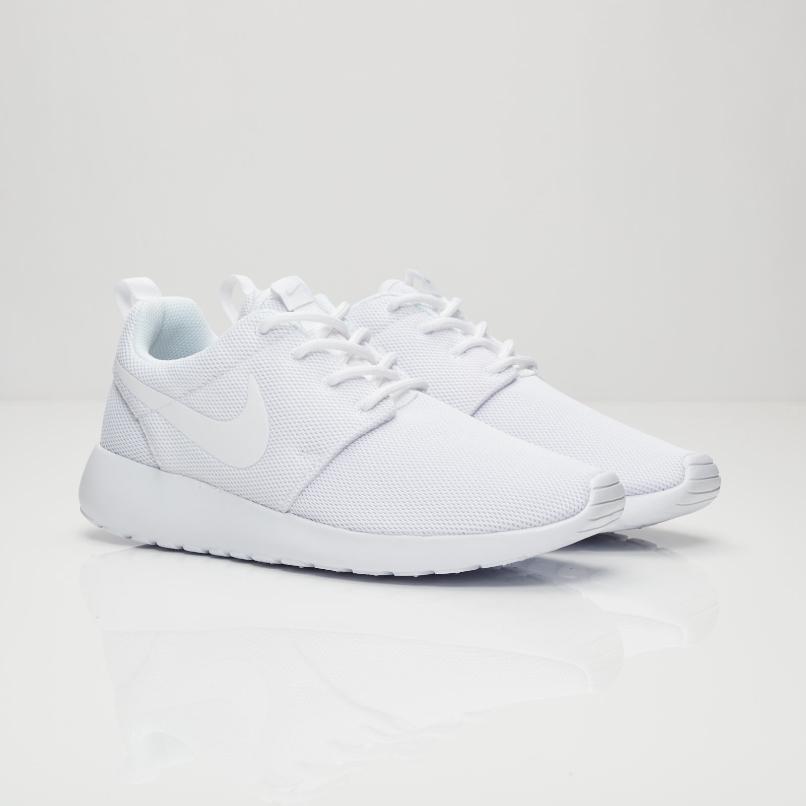 6f9482bca5d Nike Wmns Roshe One - 844994-100 - Sneakersnstuff