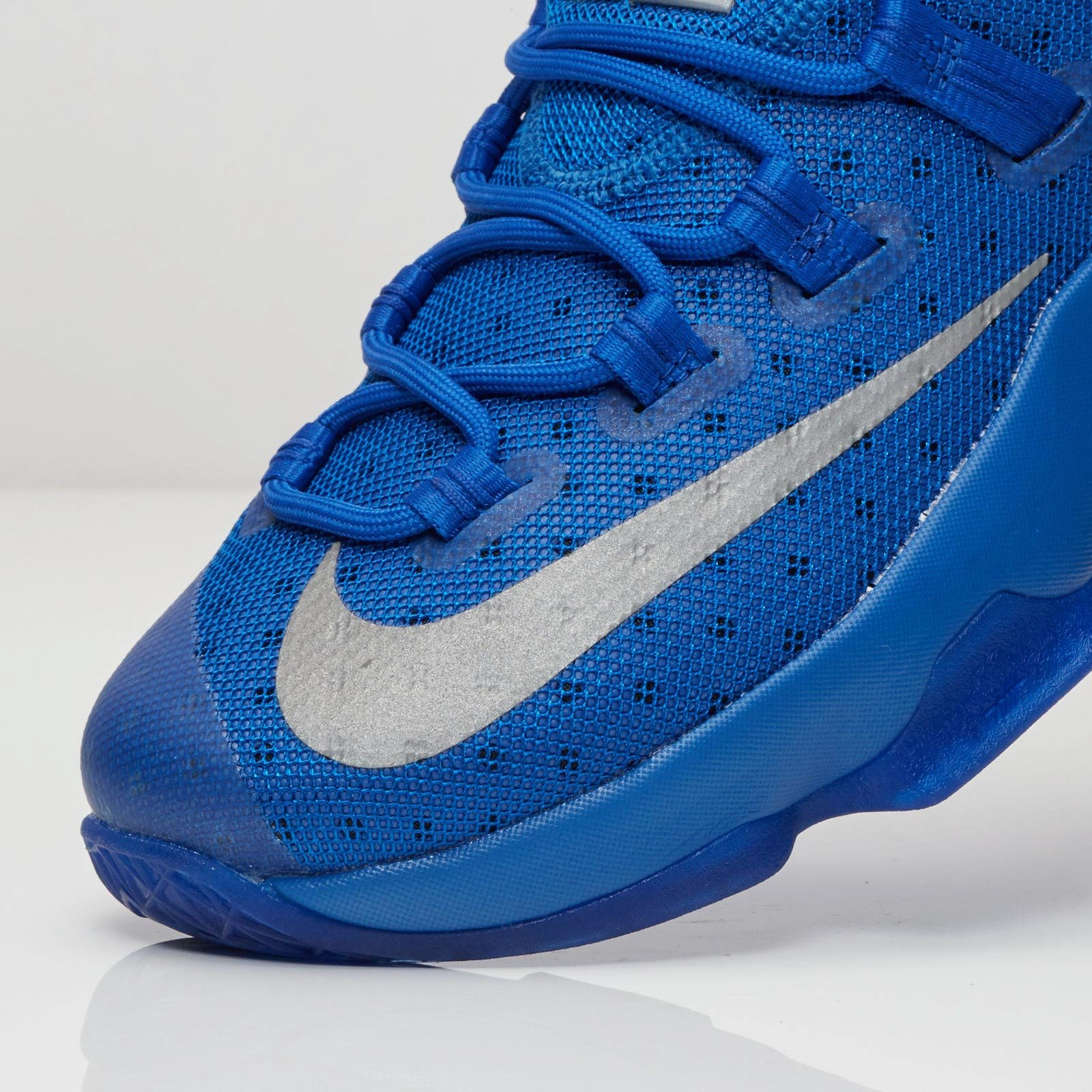 huge discount 97427 c4c58 Nike Lebron XIII Low - 831925-400 - Sneakersnstuff   sneakers   streetwear  online since 1999