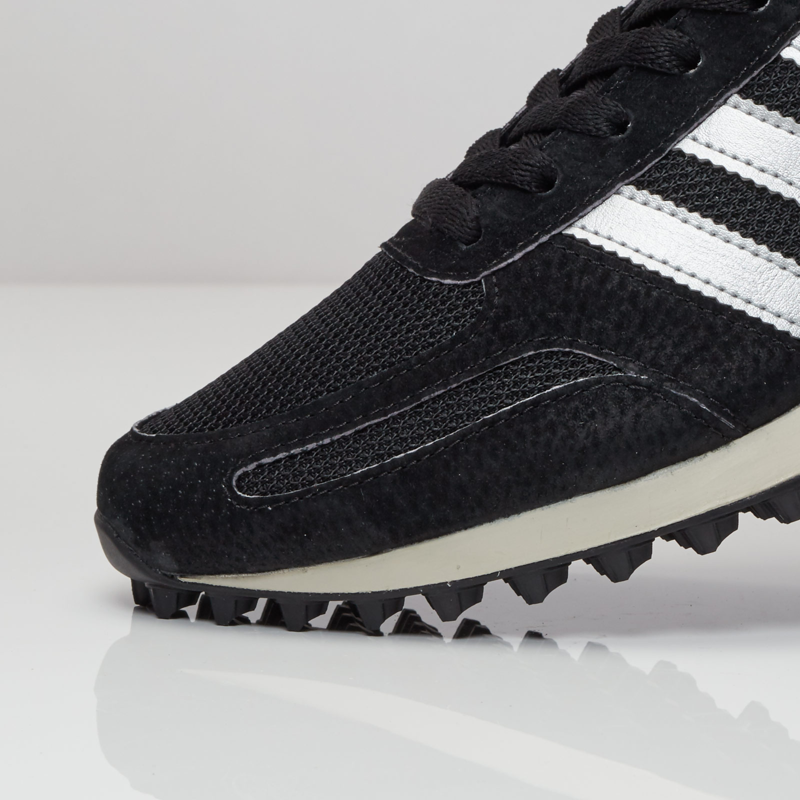adidas la trainer og nere