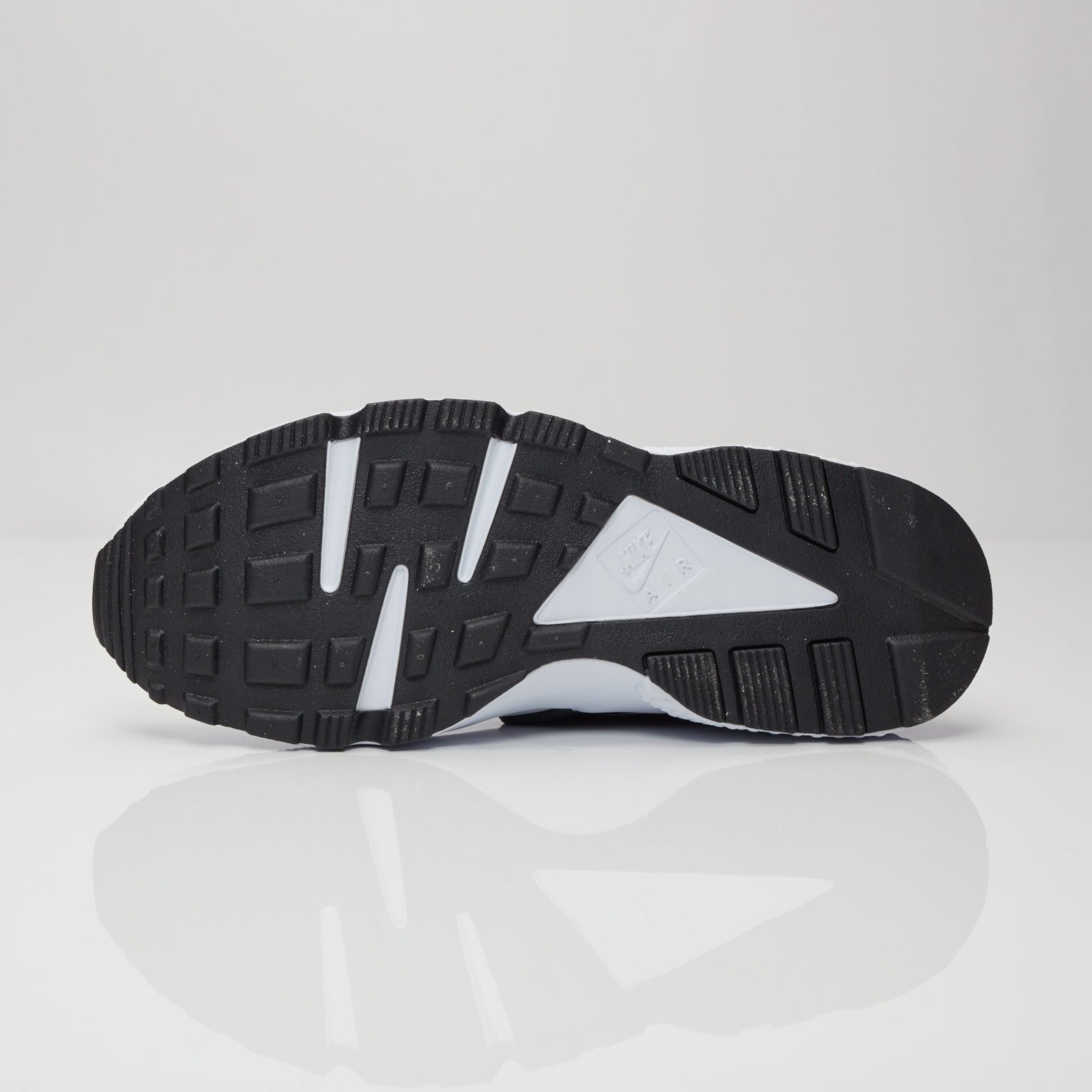 finest selection 6a3b4 a6301 Nike Air Huarache - 318429-105 - Sneakersnstuff   sneakers   streetwear  online since 1999
