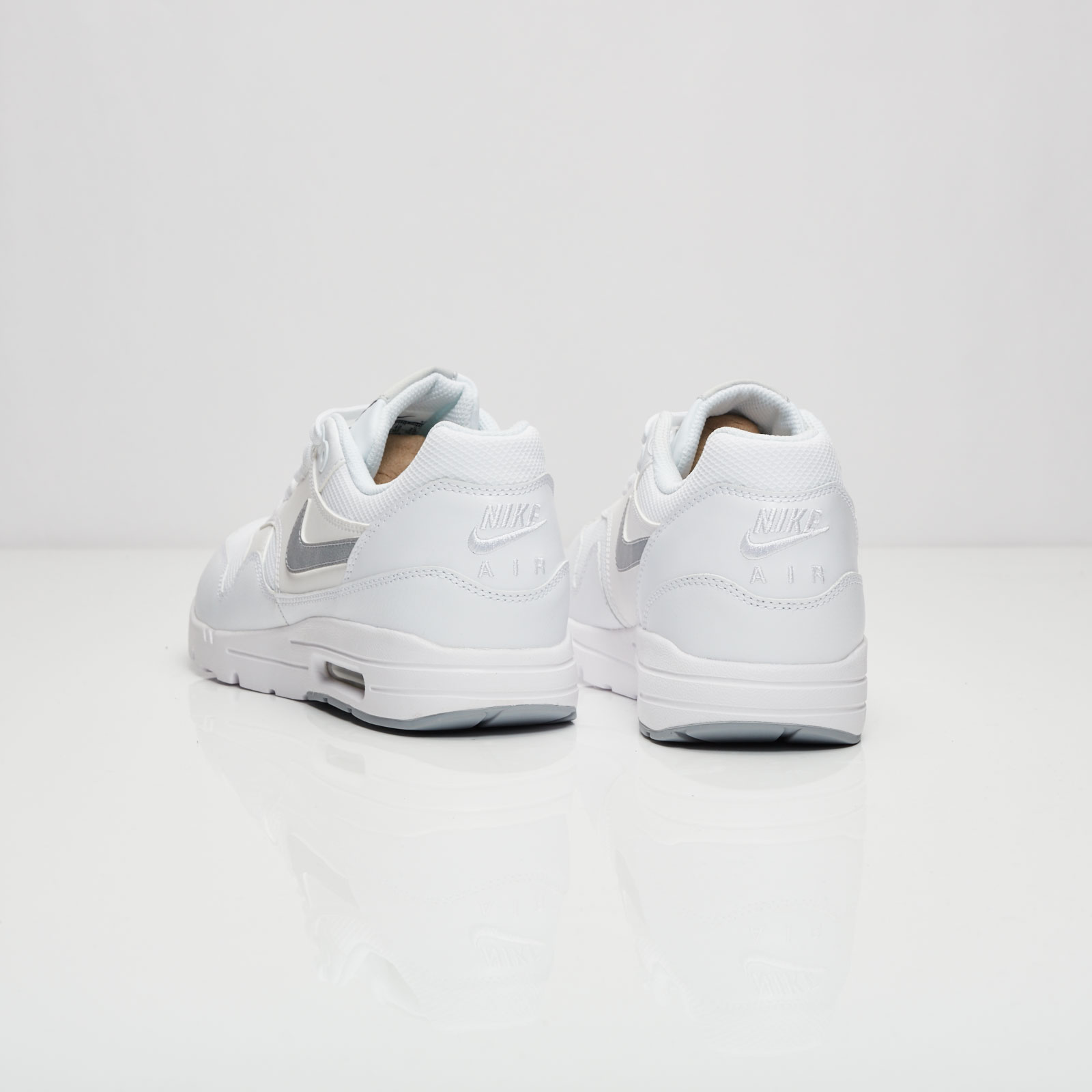 1e5ad3aac8 Nike Air Max 1 Ultra Essential - 704993-102 - Sneakersnstuff | sneakers &  streetwear online since 1999
