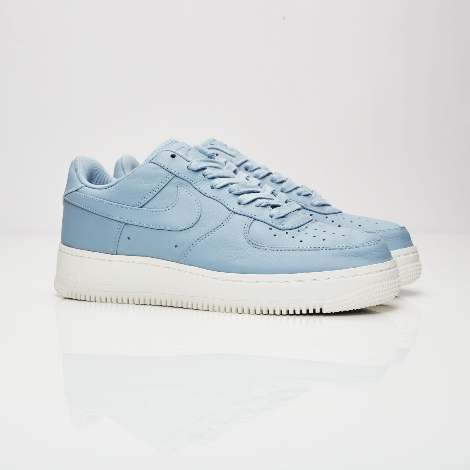 separation shoes 308dc e9703 Nike Air Force 1 Low