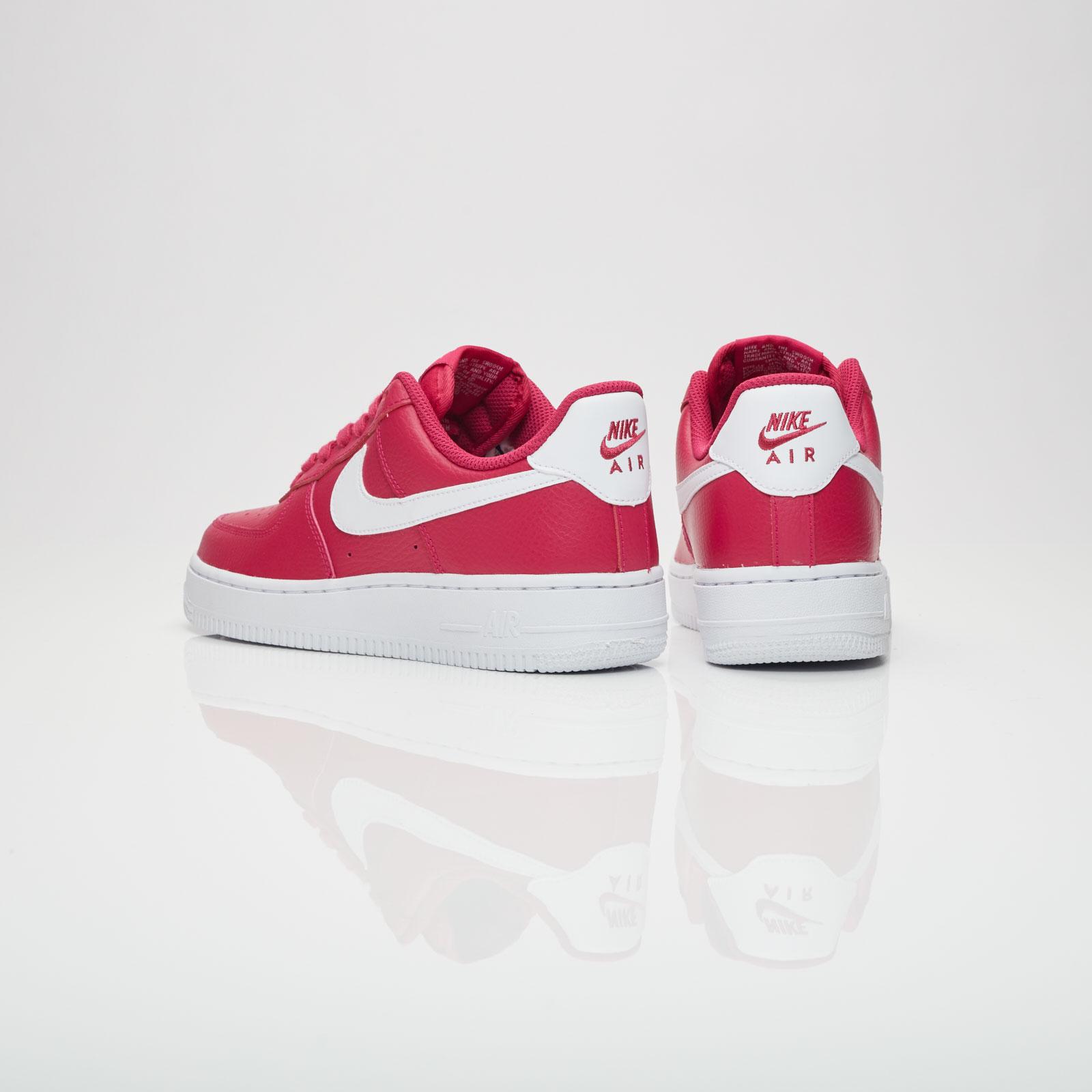 Nike Wmns Air Force 1 07 SE - 896184-600 - Sneakersnstuff  e618ee3b52