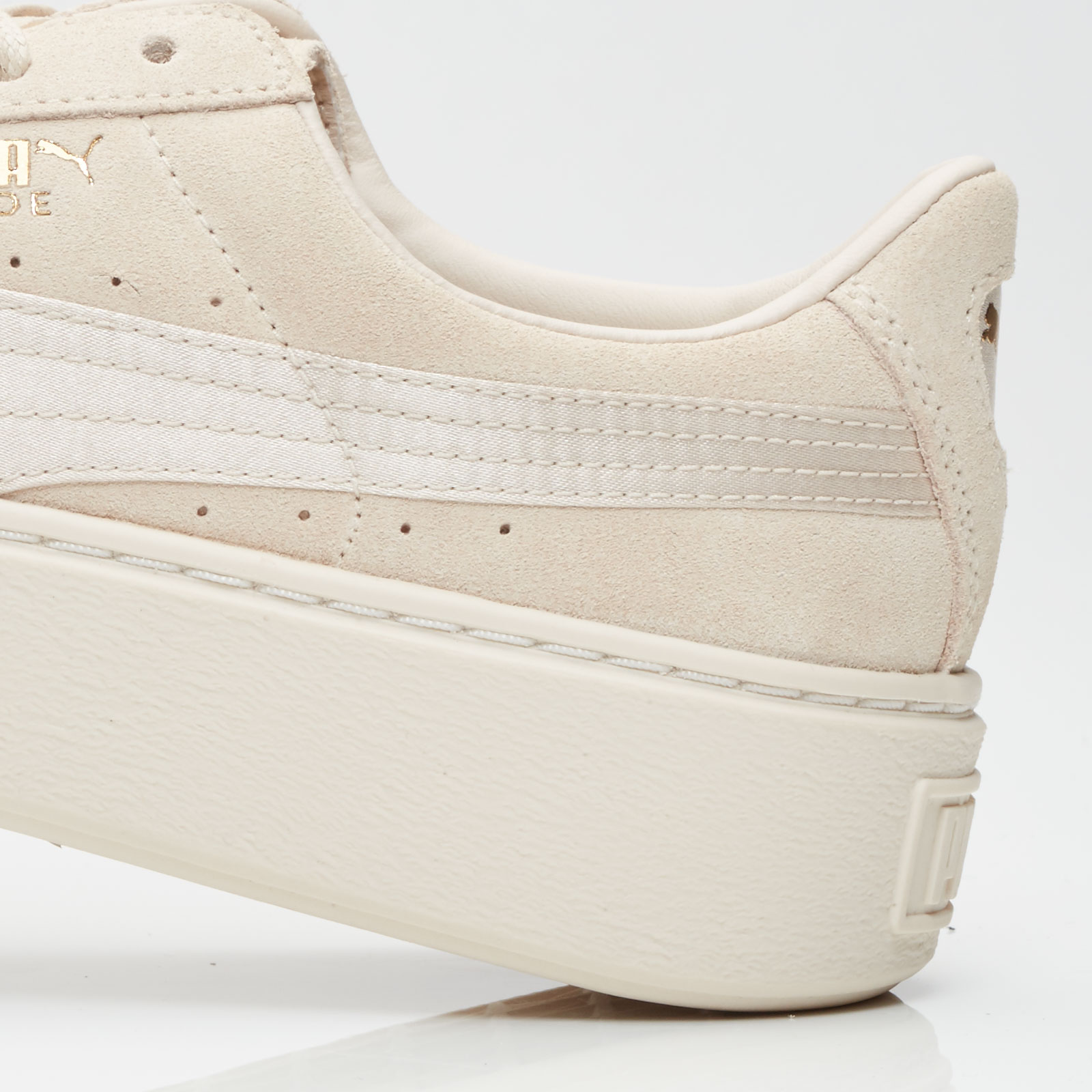 a62d753f302 Puma Suede Platform Satin Wns - 365828-02 - Sneakersnstuff ...