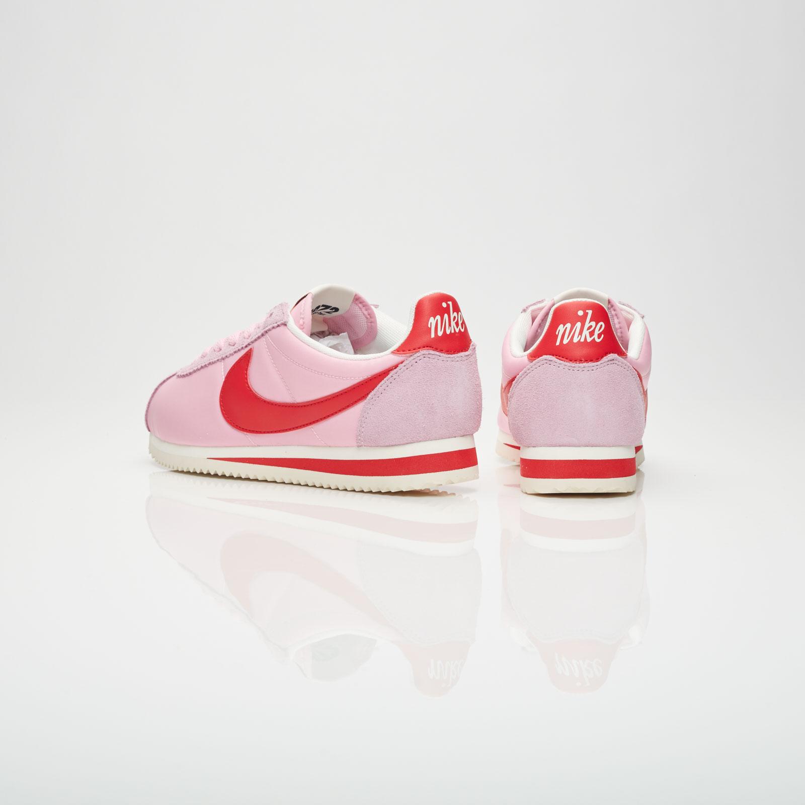 Nike Sportswear Wmns Classic Cortez Nylon Premium Nike Sportswear Wmns  Classic Cortez Nylon Premium ... 379cd6e76b