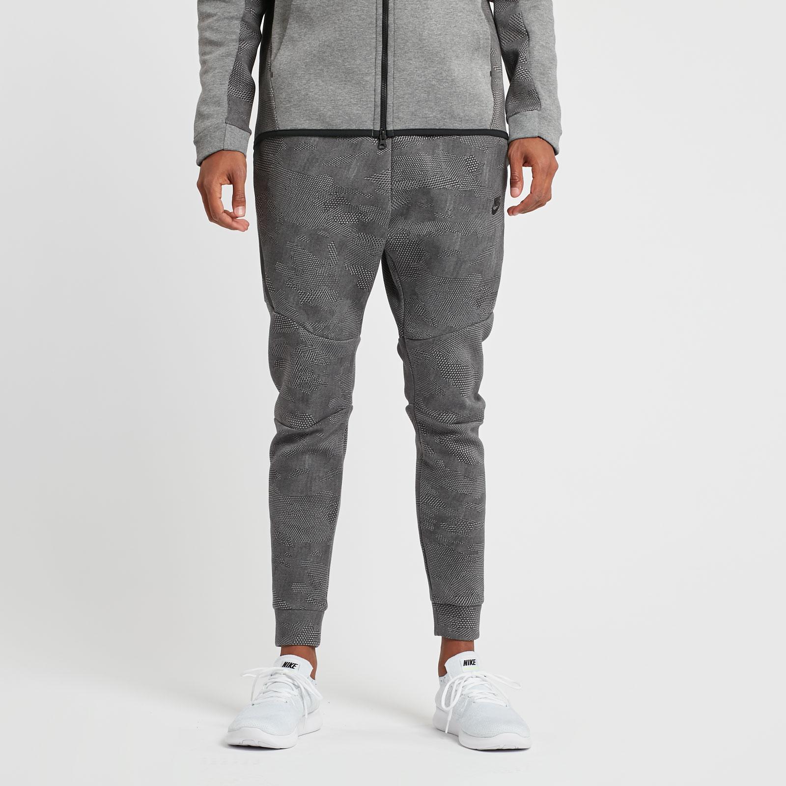 Nike Tech Fleece Jogger AOP - 836416-010 - Sneakersnstuff  cacc7e09b