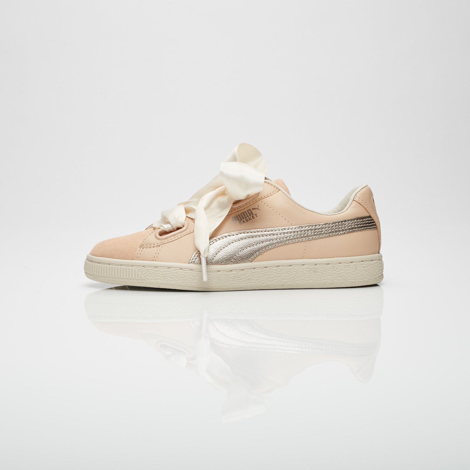sports shoes 27bd7 5a3c6 Puma Basket Heart Up Wns - 364955-01 - Sneakersnstuff ...