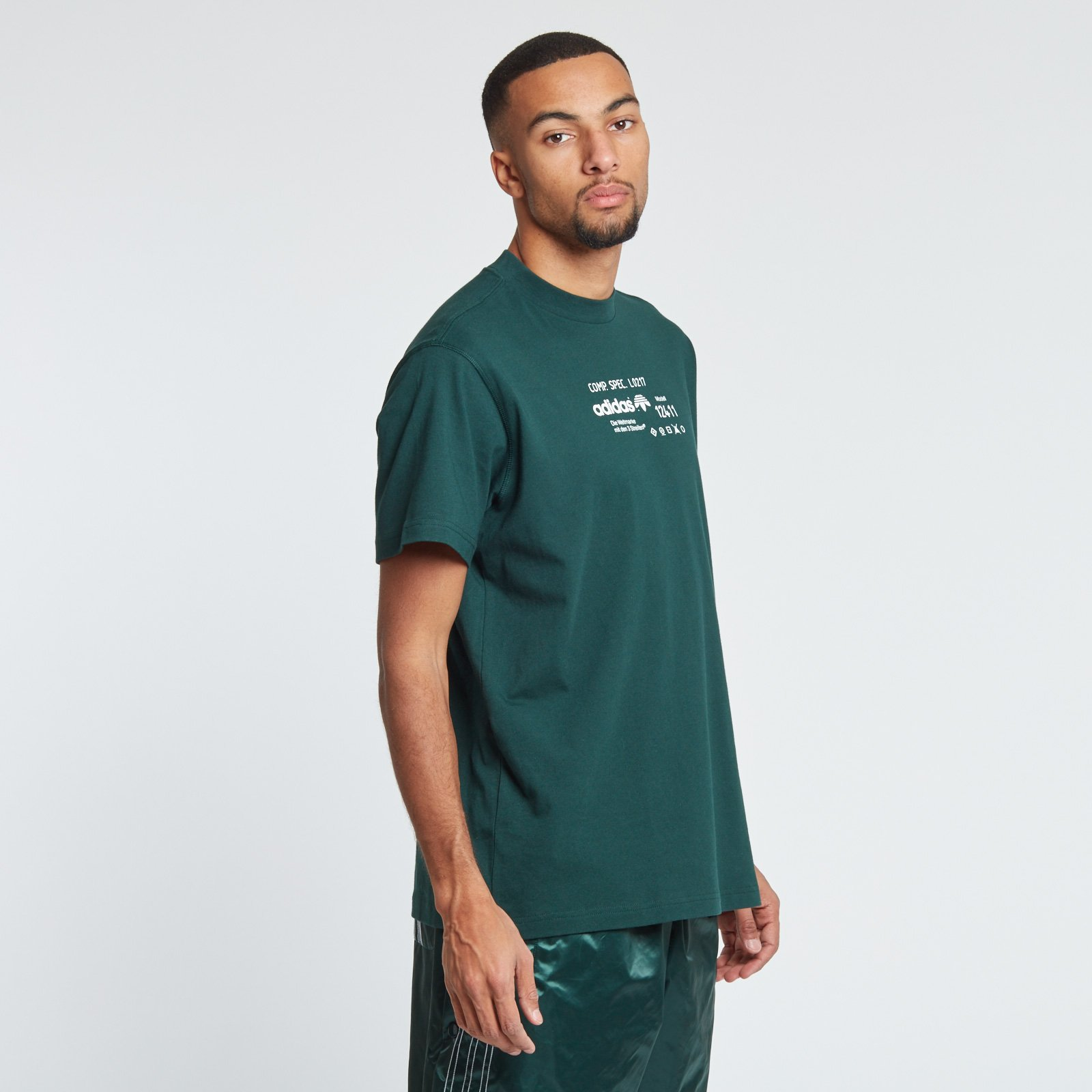 15ad85af adidas Graphic T-Shirt - Cv5281 - Sneakersnstuff | sneakers & streetwear  online since 1999