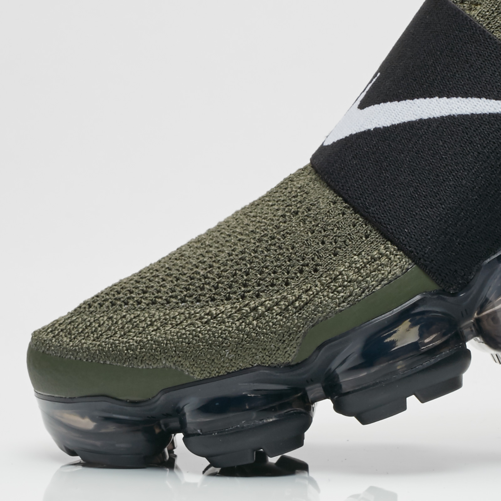 0fb3bd88321c5 Nike Air Vapormax Flyknit Moc - Aa4155-300 - Sneakersnstuff ...