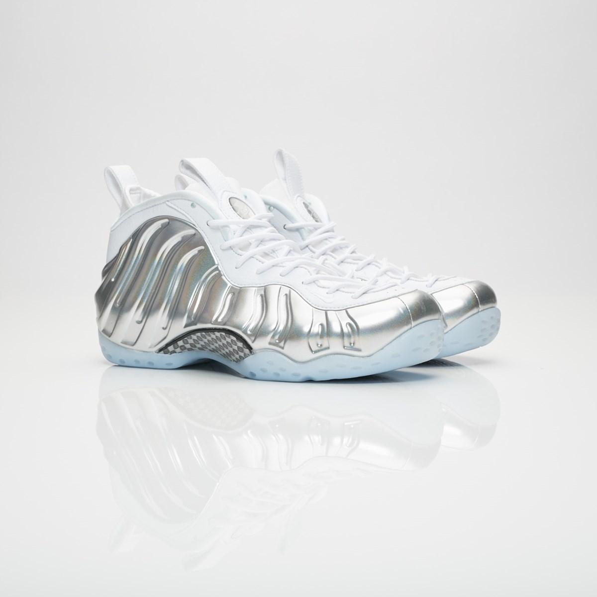 e9002533bca Nike Wmns Air Foamposite One - Aa3963-100 - Sneakersnstuff I Sneakers    Streetwear online seit 1999