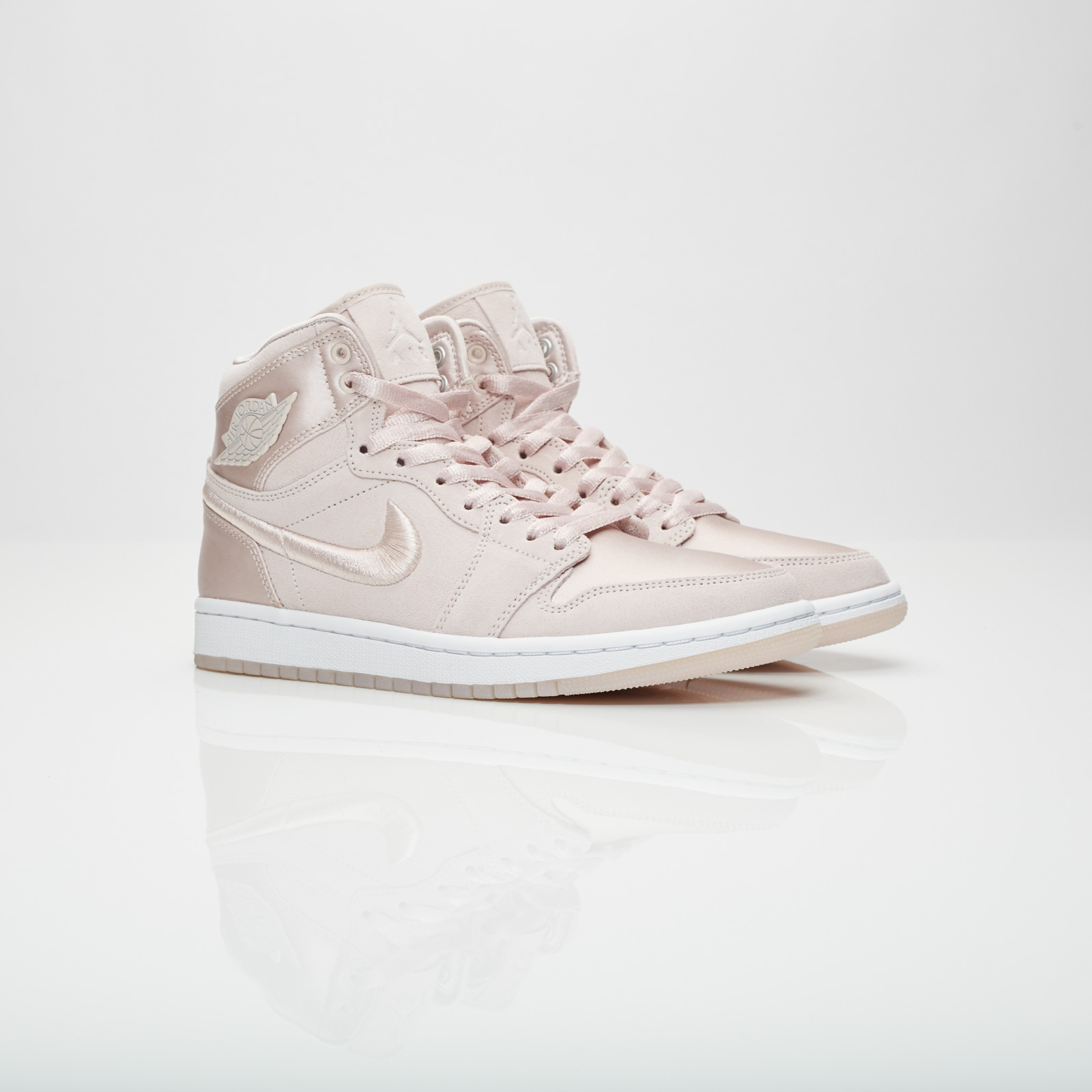 861fa4e76730 Jordan Brand Wmns Air Jordan 1 Retro High SOH - Ao1847-650 ...