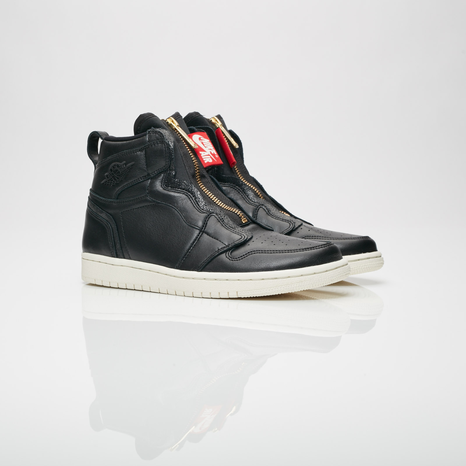 super popular a8bf0 95031 Jordan Brand Wmns Air Jordan 1 High Zip
