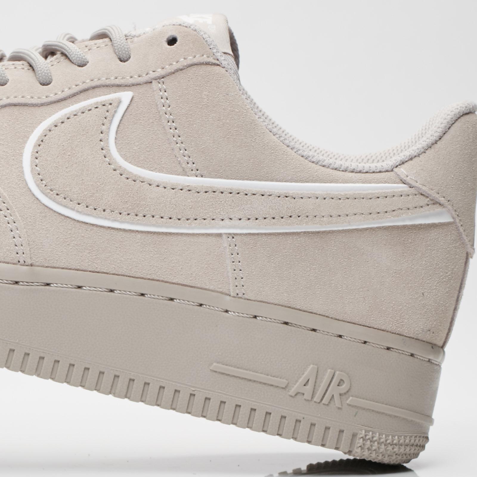 software sopa Parque jurásico  Nike Air Force 1 07 lv8 Suede - Aa1117-201 - Sneakersnstuff | sneakers &  streetwear en ligne depuis 1999