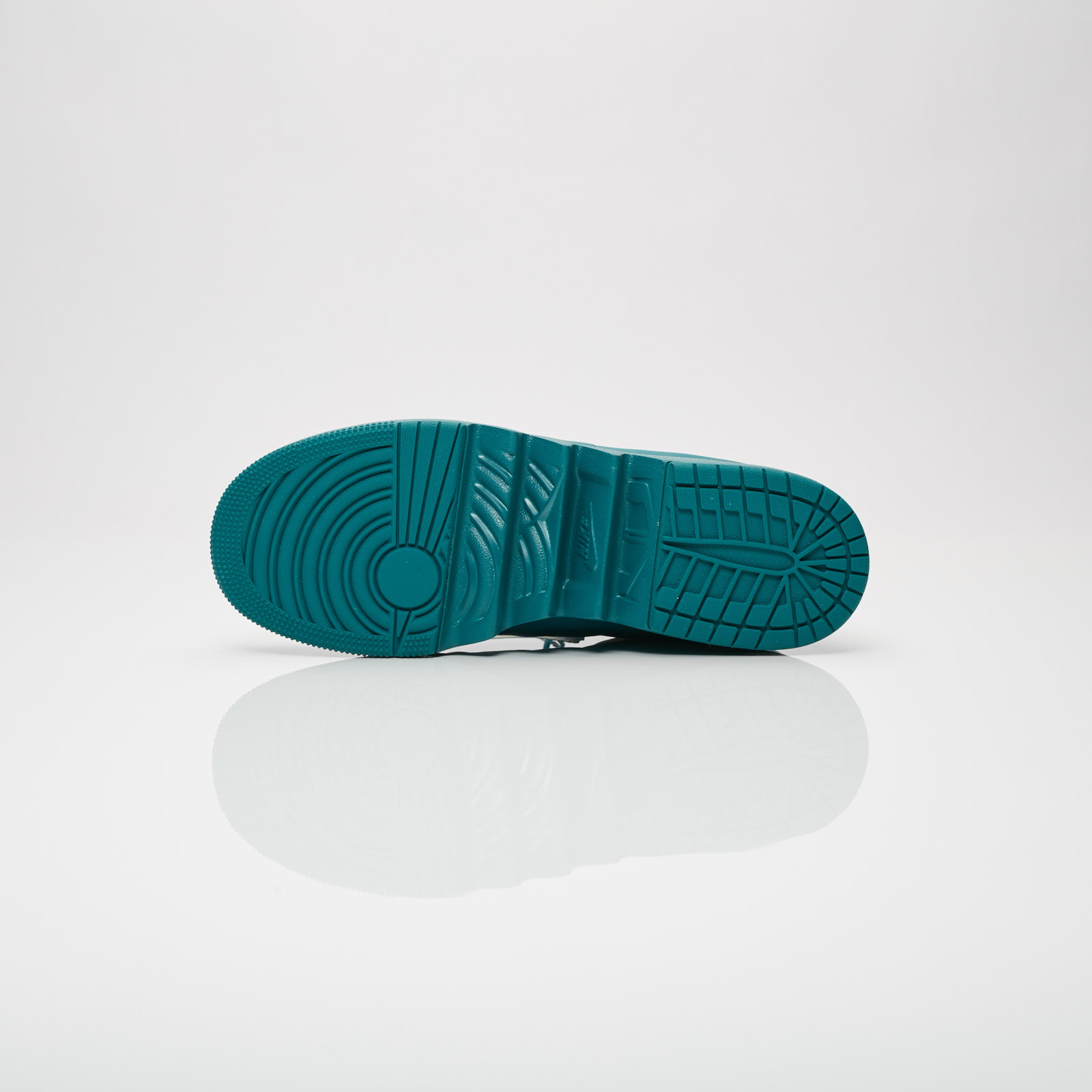 Jordan Brand Wmns Air Jordan 1 Jester XX - Ao1265-300 ... 58bc4514370d