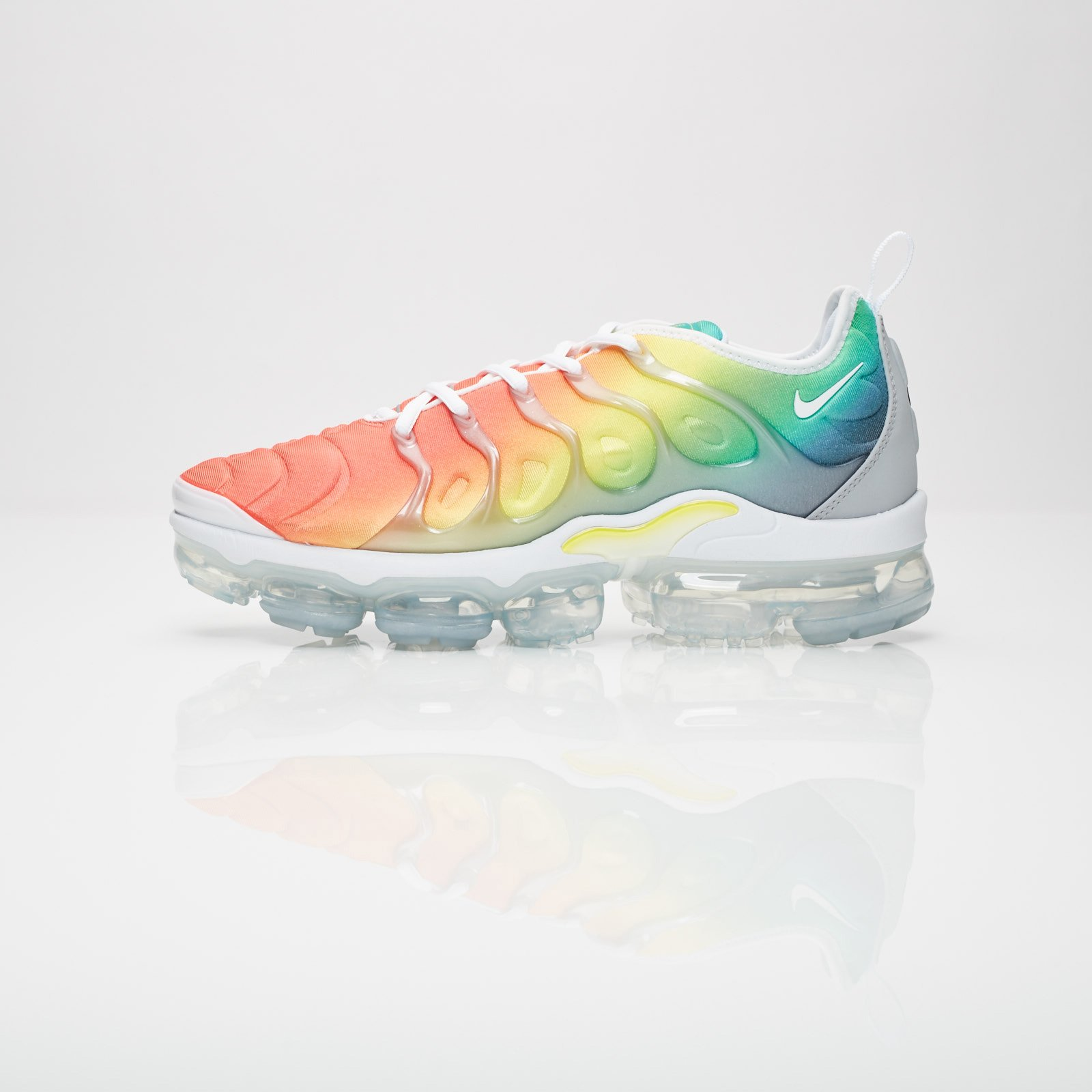 009f96d8c07 Nike Air Vapormax Plus - 924453-103 - Sneakersnstuff