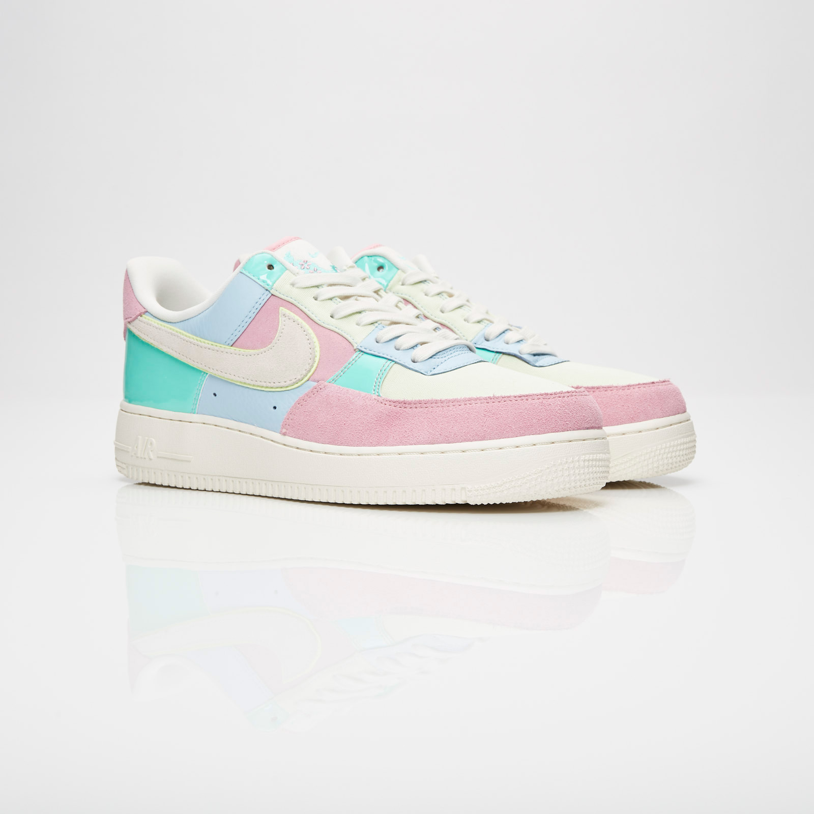 Mens Womens Nike Mens Air Force 1 '07 QS Turquoise Pink