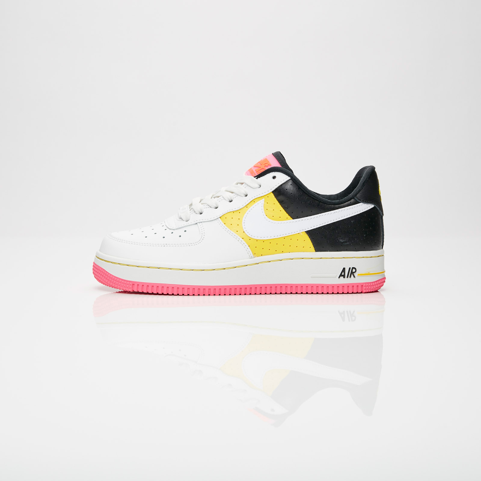low priced 14e03 8c0d6 Nike Wmns Air Force 1 07 SE Moto - At2583-100 - Sneakersnstuff   sneakers    streetwear på nätet sen 1999