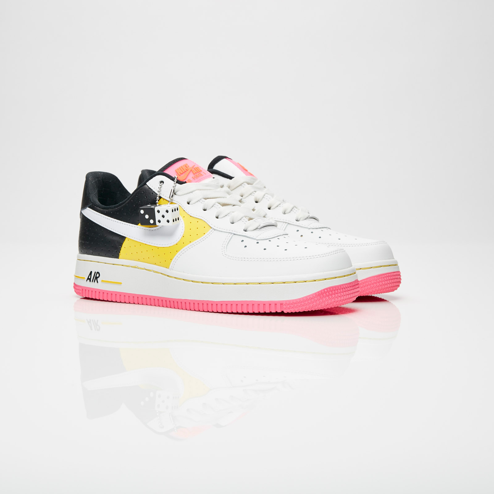 7135a479a05 Nike Wmns Air Force 1 07 SE Moto - At2583-100 - Sneakersnstuff ...