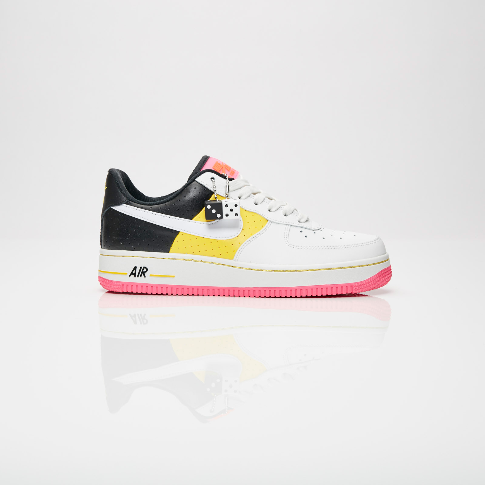 602e30dc23917 Nike Wmns Air Force 1 07 SE Moto - At2583-100 - Sneakersnstuff ...