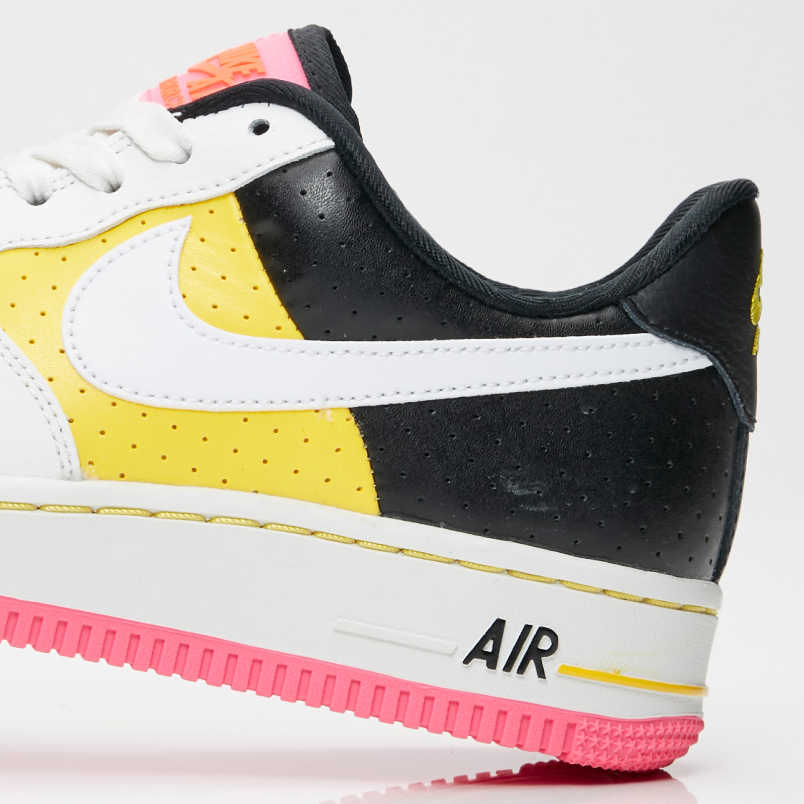 size 40 c3bd2 170f1 Nike Sportswear Wmns Air Force 1 07 SE Moto - 7. Stäng