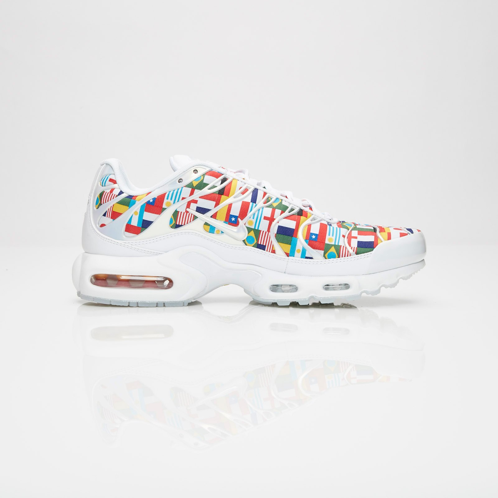 3a8e08ecaaf343 Nike Air Max Plus NIC QS - Ao5117-100 - Sneakersnstuff