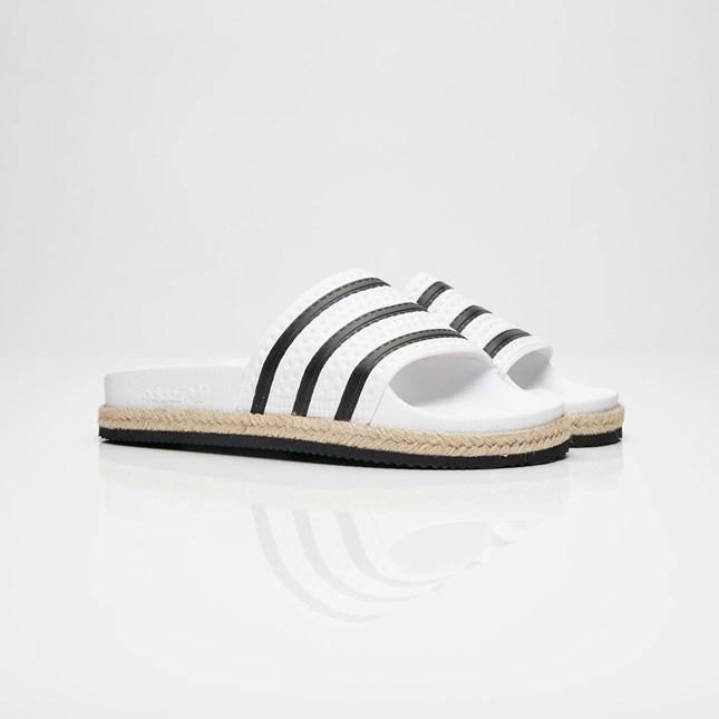 new arrival 653e9 c4815 adidas Originals Adilette New Bold W