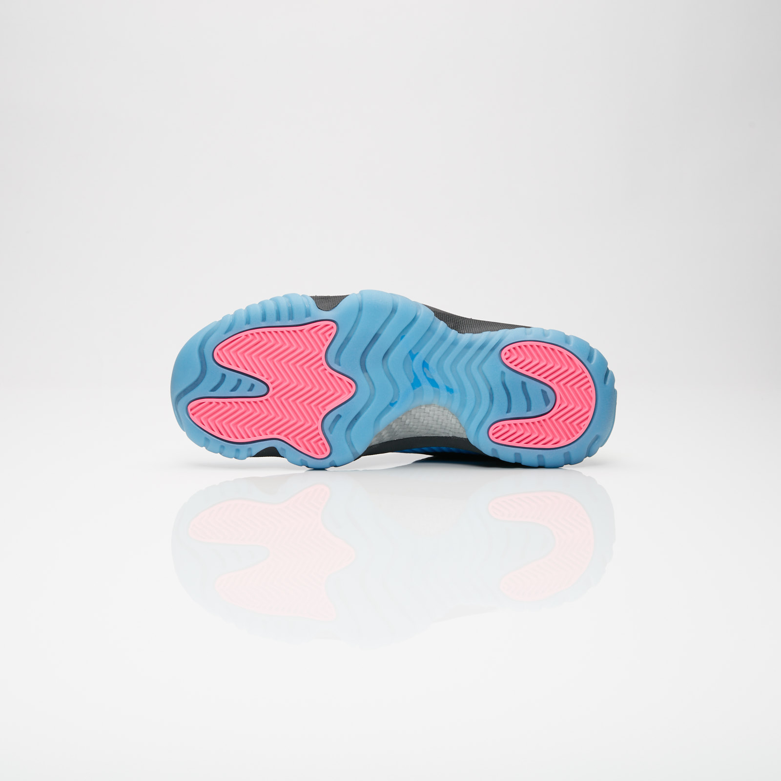 394ed11e6ad7de Jordan Brand Air Jordan Future Q54 GS - At9192-001 - Sneakersnstuff ...