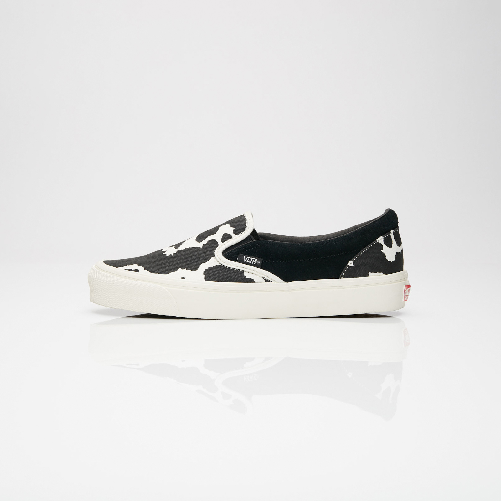 a3cb2e7a5e Vans UA OG Classic Slip-On LX - V00udfu9o - Sneakersnstuff ...