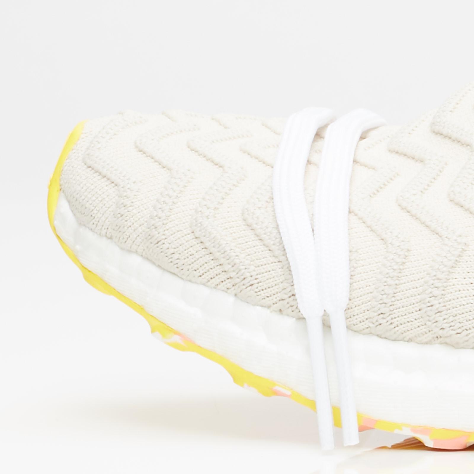 Oxido escaldadura Adaptación  adidas Ultraboost AKOG - Bb7370 - Sneakersnstuff | sneakers & streetwear  online since 1999