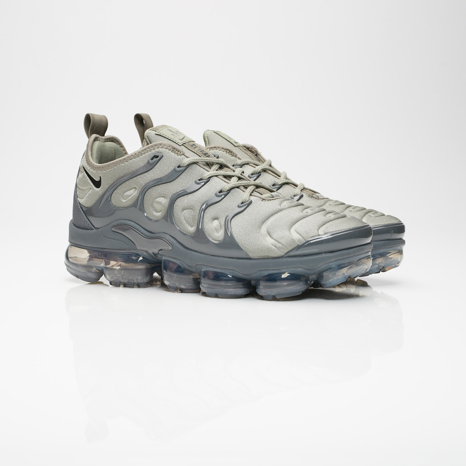 54a16aa72ff4d1 Nike Air Vapormax Plus - At5681-001 - Sneakersnstuff