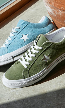 Two sneakers Converse One Star in the colors blue and green. Both available at sneakersnstuff.com