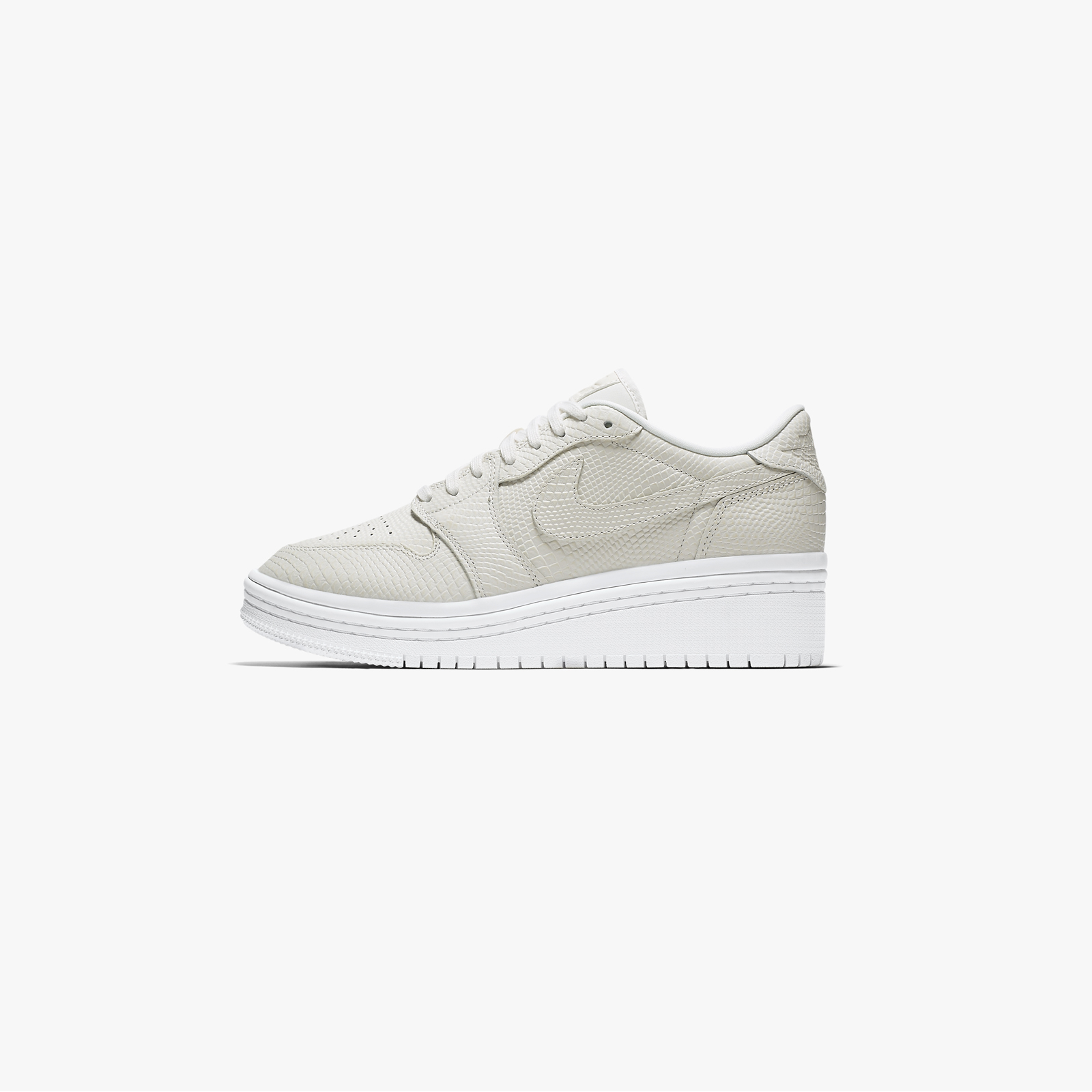 lowest price 2750f 4b26a Jordan Brand Air Jordan 1 Retro Low Lifted - Ao1334-004 - Sneakersnstuff |  sneakers & streetwear på nätet sen 1999